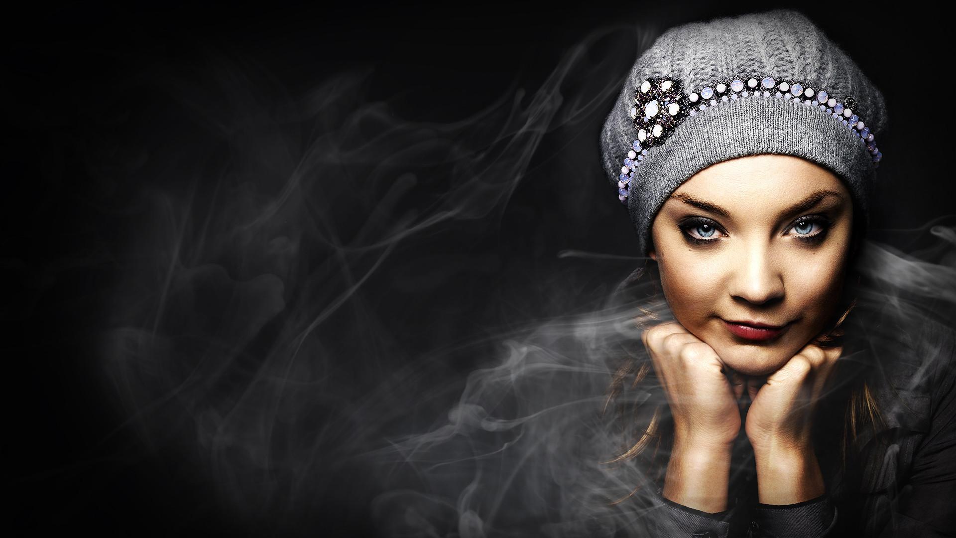 Natalie Dormer Smoky Wallpaper
