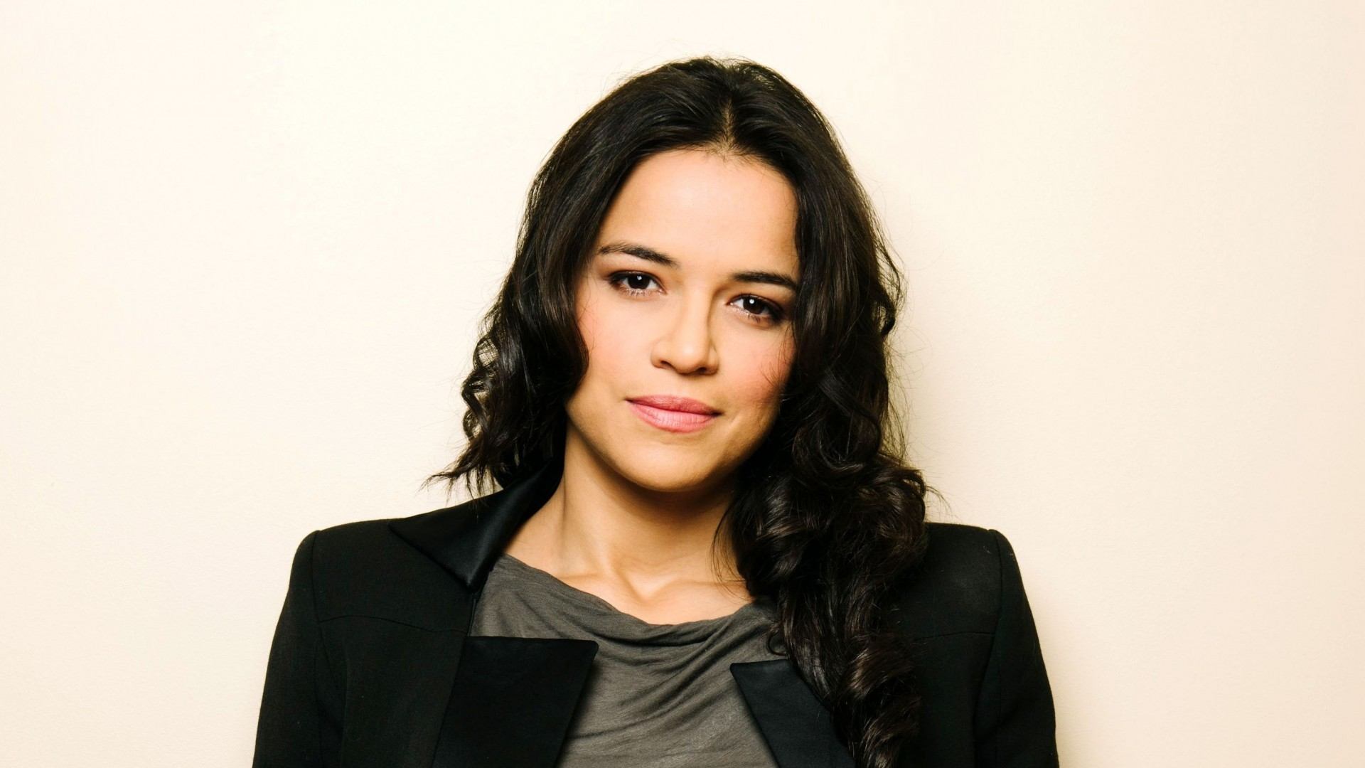 14 HD Michelle Rodriguez Wallpapers