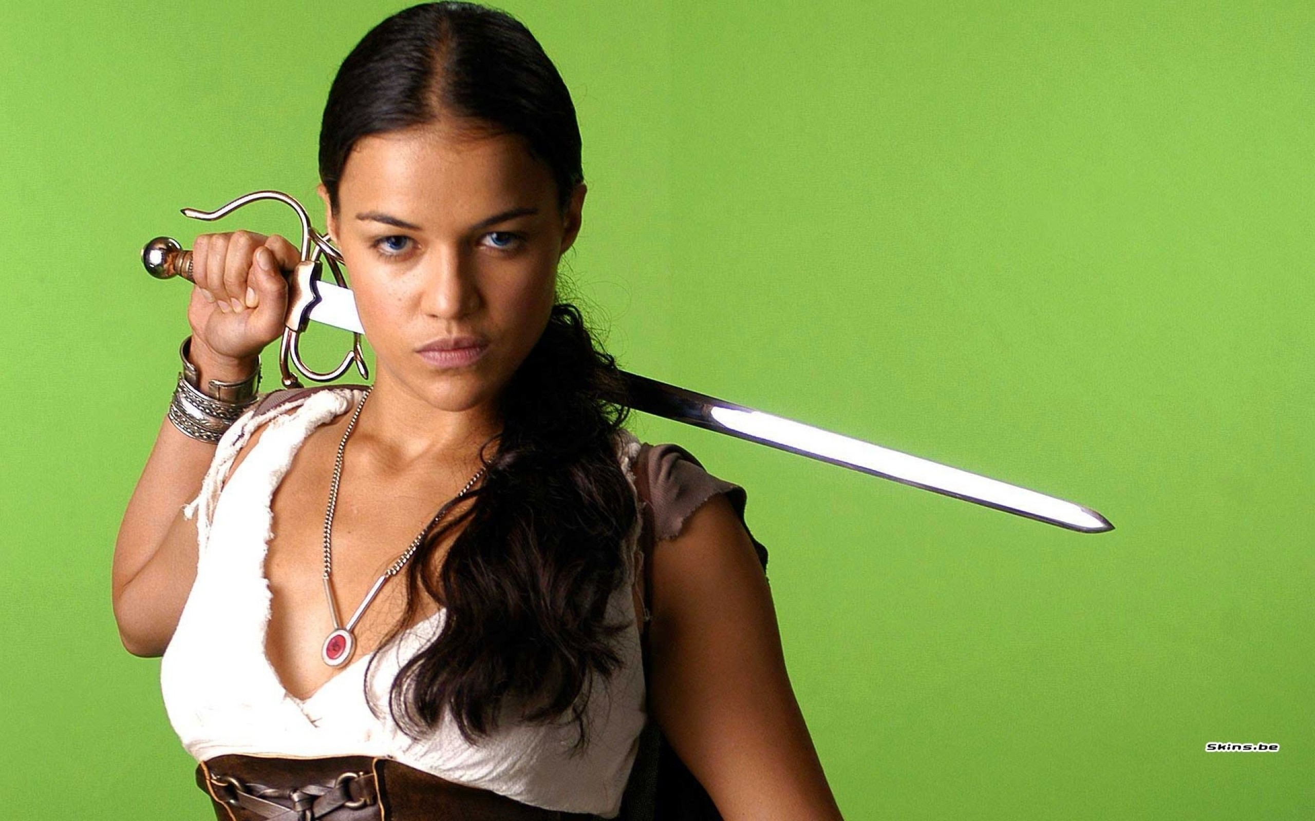 women michelle rodriguez swords 1920×1200 wallpaper Art HD Wallpaper