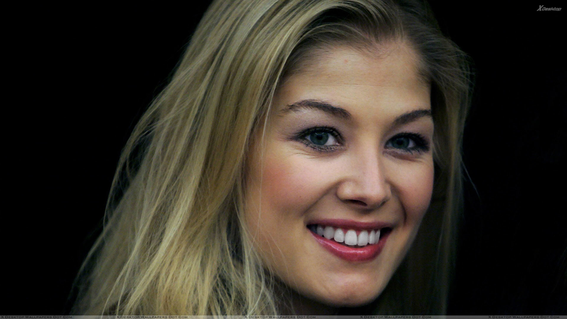 Rosamund Pike Smiling Red Lips And Black Background Face Closeup.jpg  (1920×1080