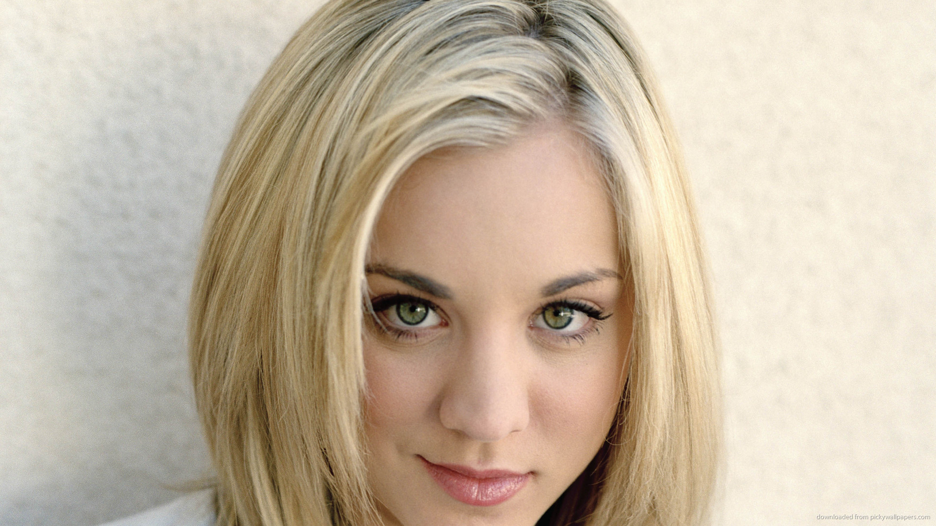 Blonde Kaley Cuoco picture