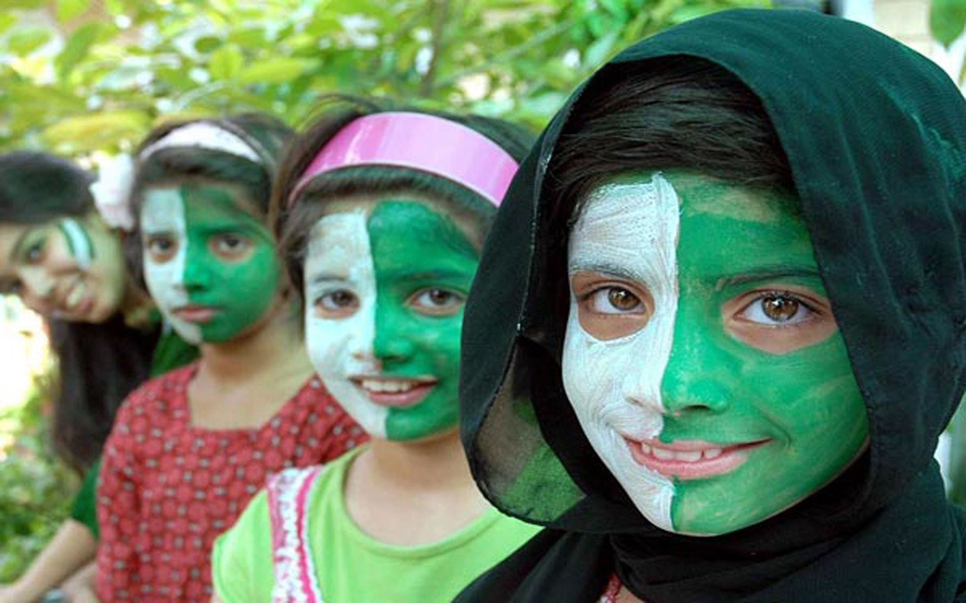 Pakistani Girls Decorated Faces With National Flag Wallpaper .