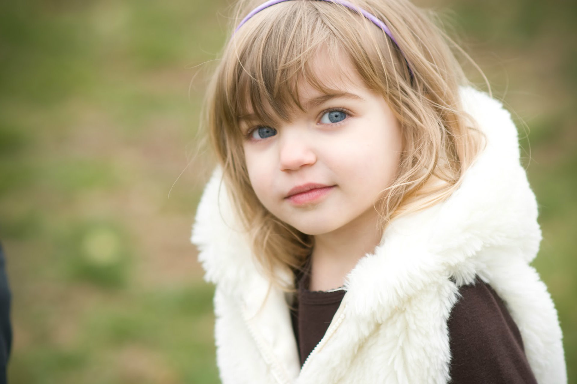 Most Beautiful Baby Girl Wallpaper With Blue Eyes