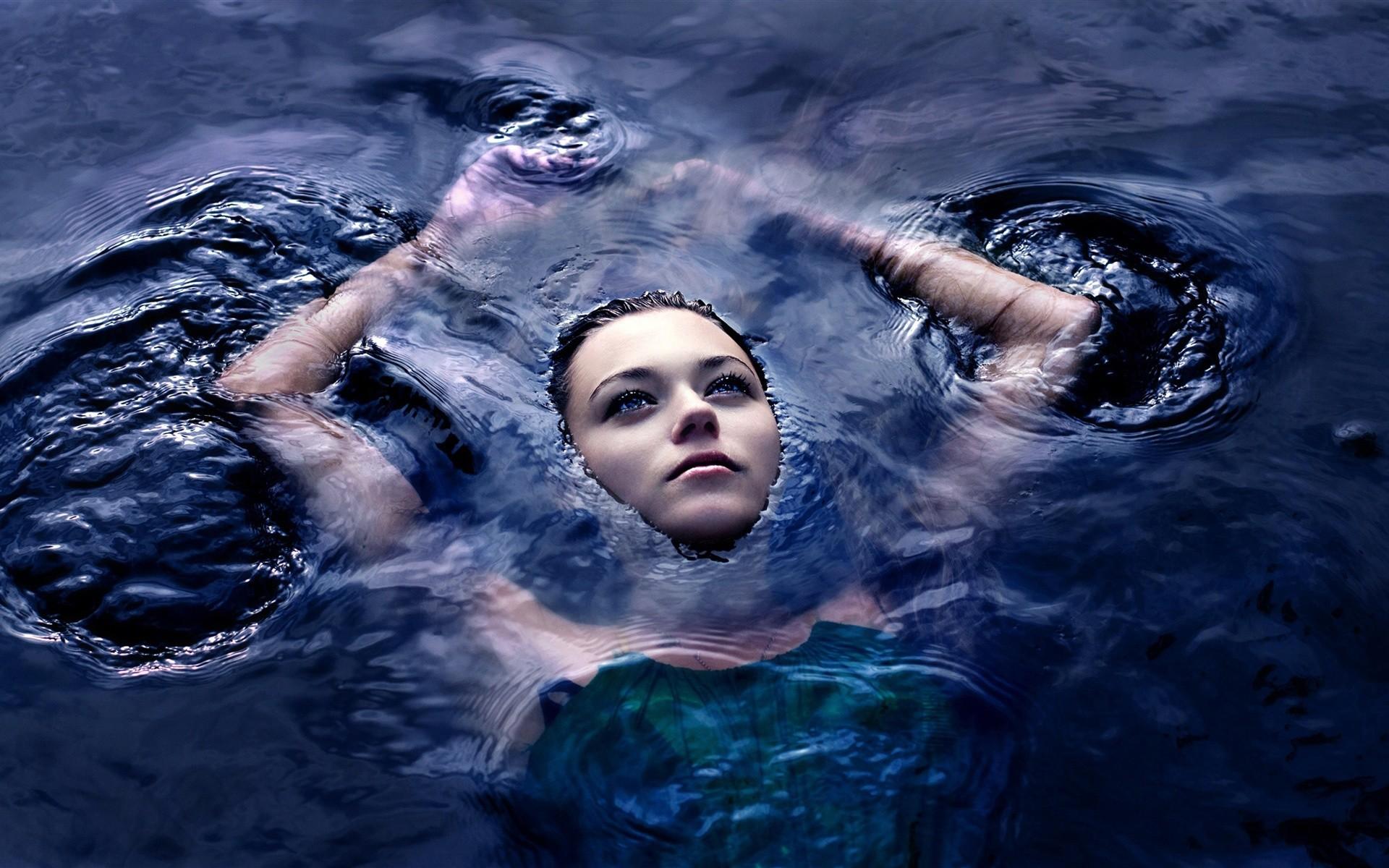 Girl in the water wallpaper 1920×1200
