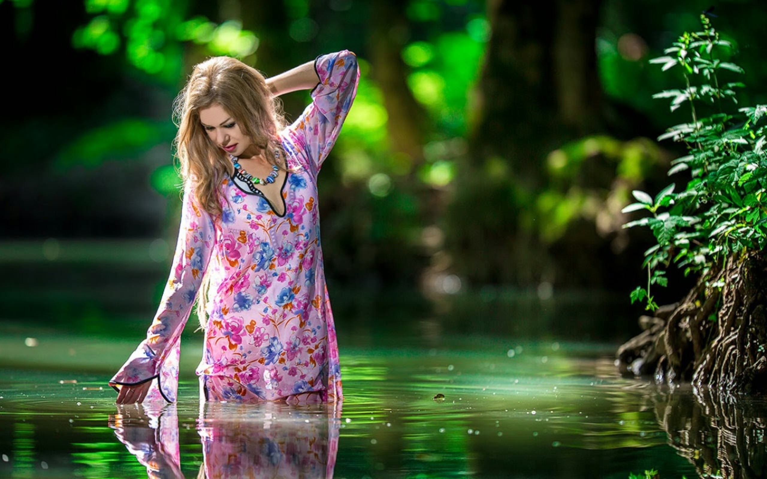 Beautiful Girl In Water Wallpaper