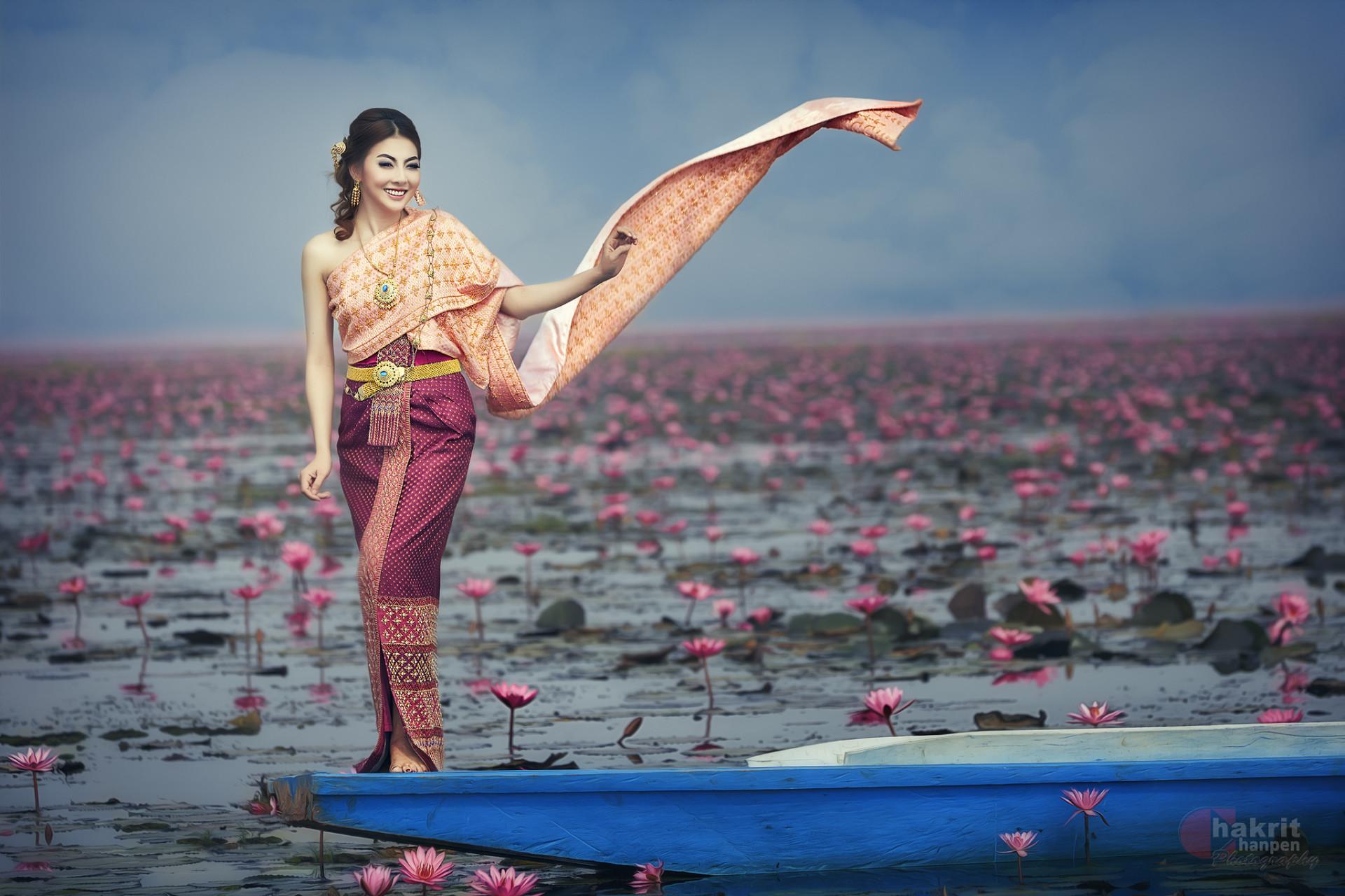 Photography Oriental Flower Boat National Dress Asian Thai Woman Girl  Wallpaper