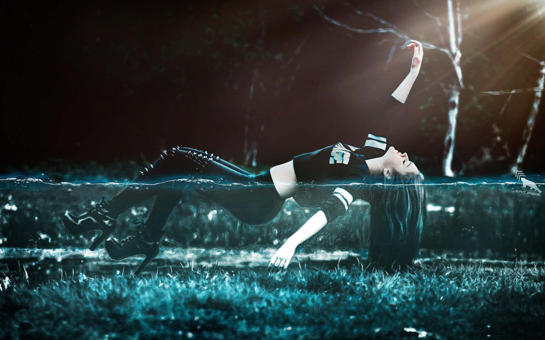 4K HD Wallpaper: Girl Floating in Water