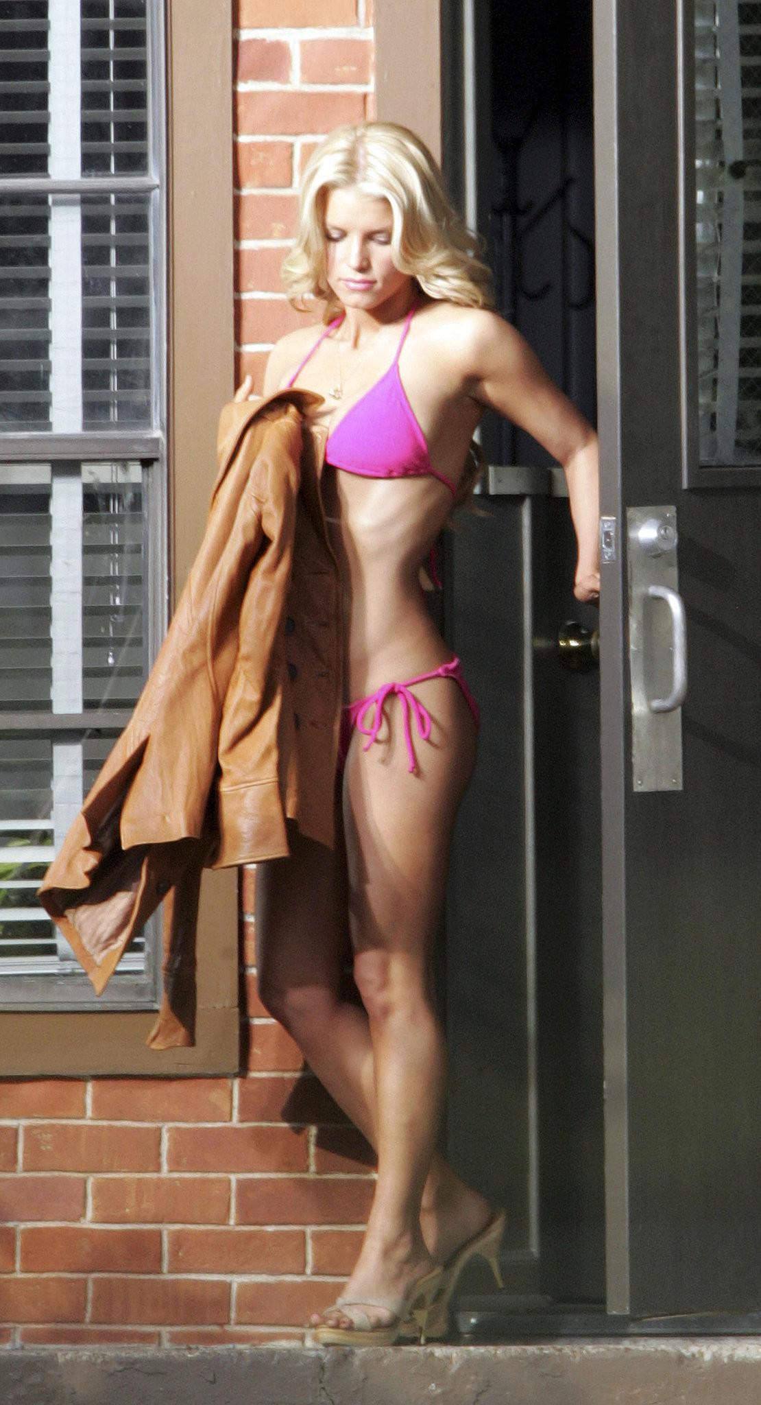 Jessica Simpson wore a bikini on the set of The Dukes of … Jessica