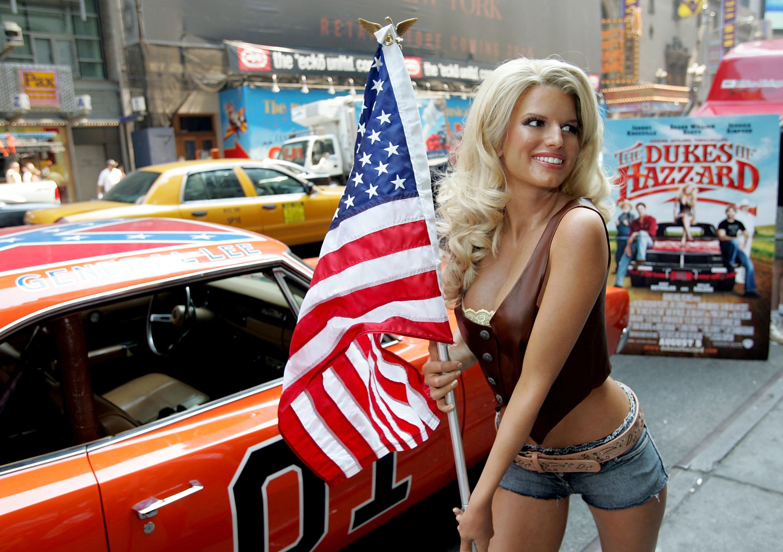 Hot-Jessica-Simpson-USA-General-Lee.jpg