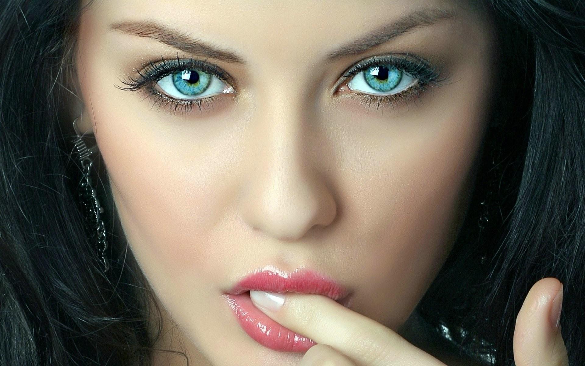 Download Wallpaper Girl, Face, Eyes, Hair, Pretty Full 1920×1200