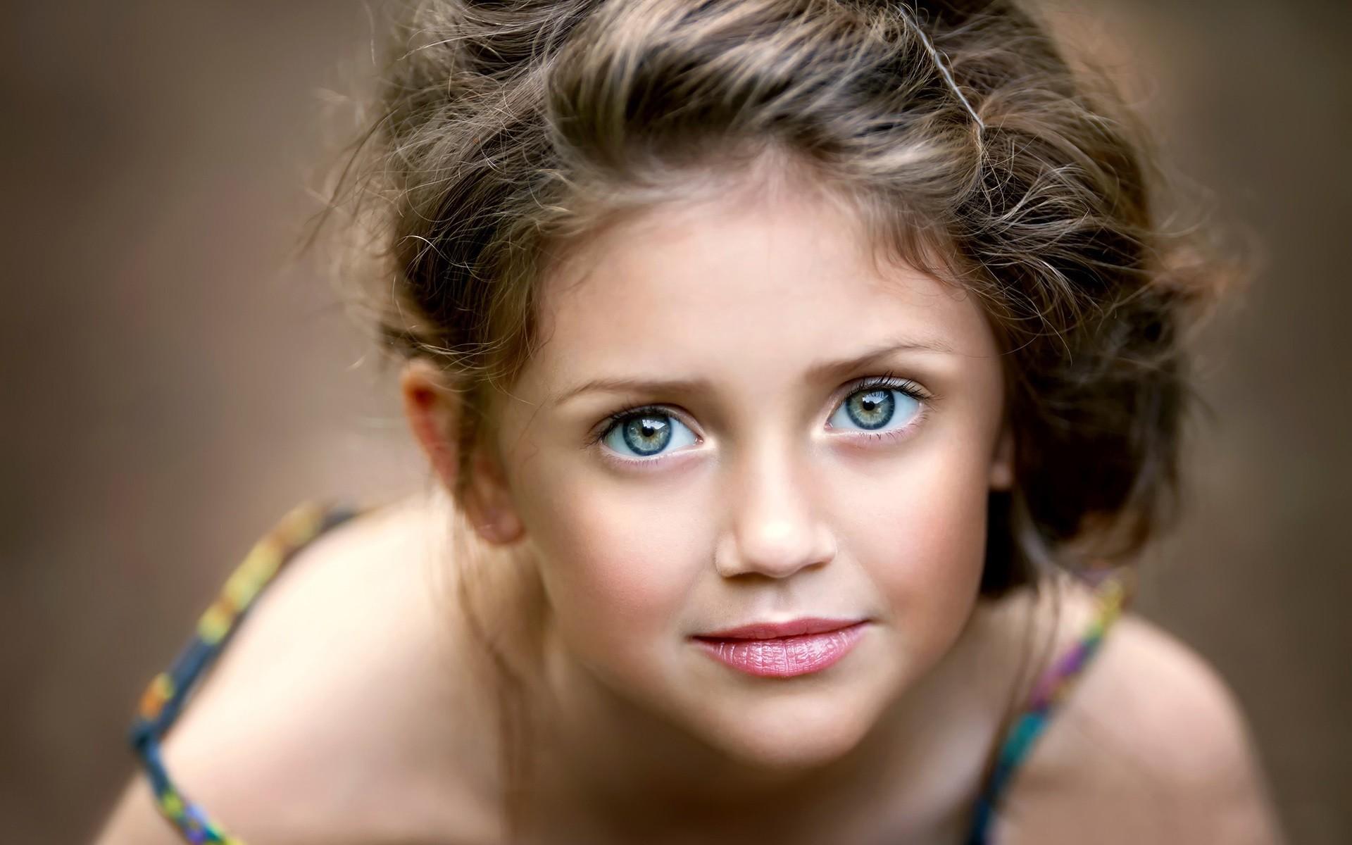 Cute Pretty Little Girl Portrait Face Wallpaper