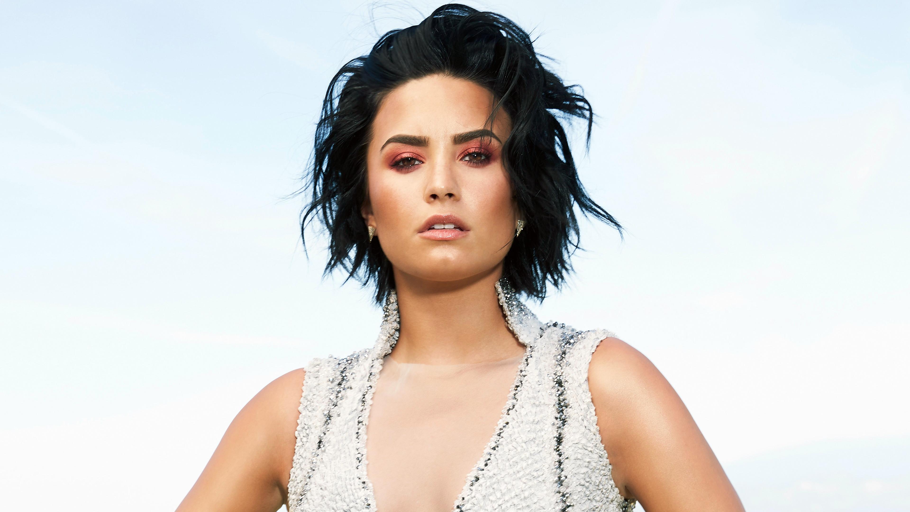 Demi Lovato Latina Magazine 2016