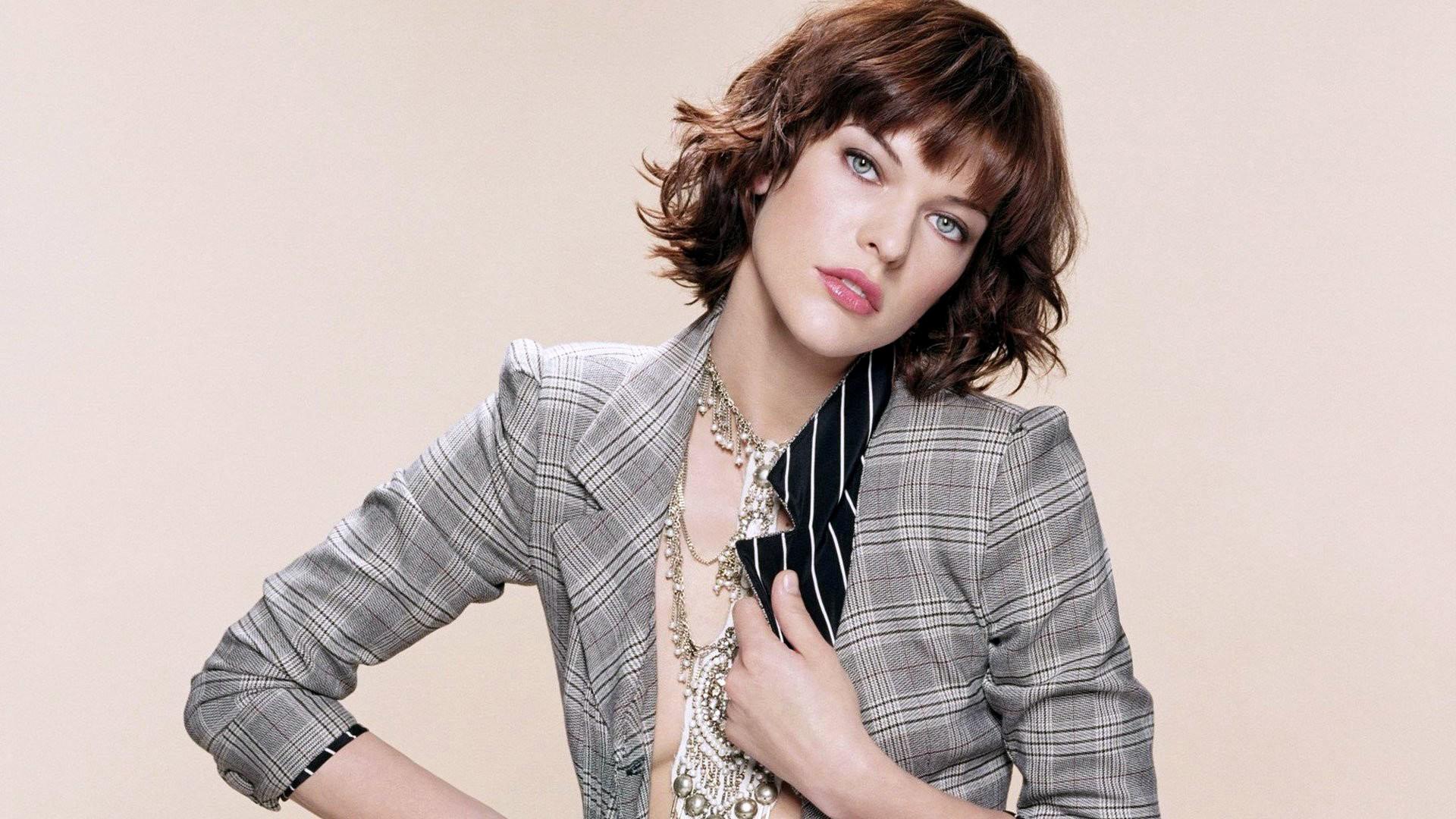 Celebrity – Milla Jovovich Cute Pretty Woman Wallpaper
