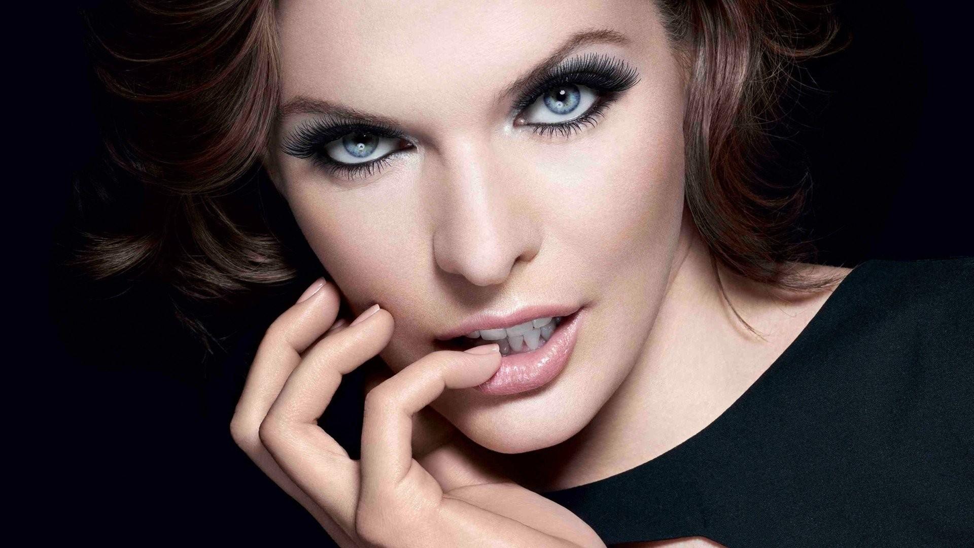 Celebrity – Milla Jovovich Wallpaper