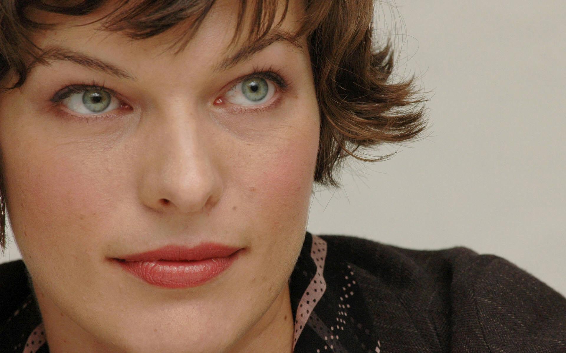 Celebrity – Milla Jovovich Woman Pretty Cute Wallpaper