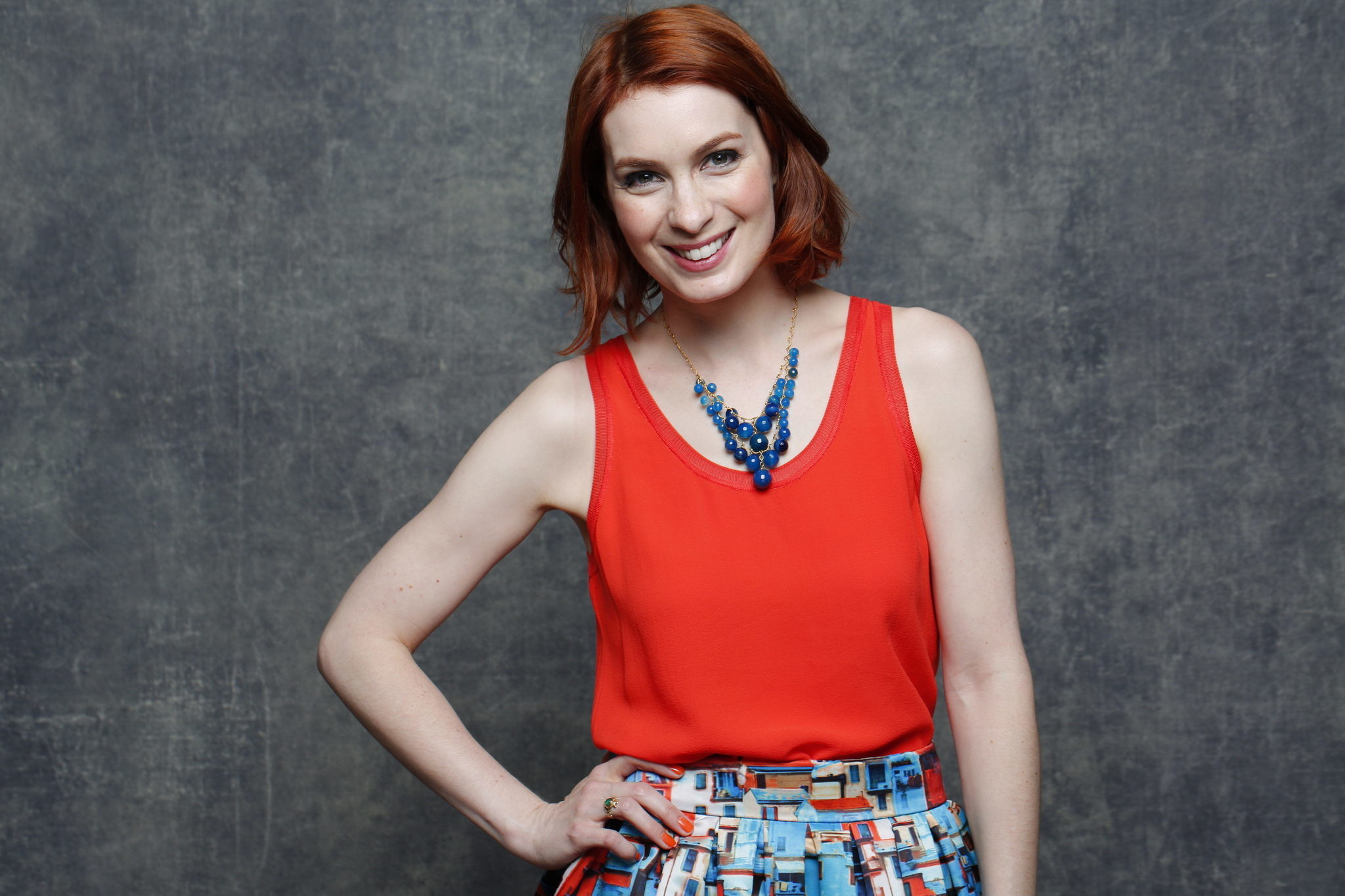 Felicia Day lets the world know that 'You're Never Weird on the Internet  (Almost)' – LA Times