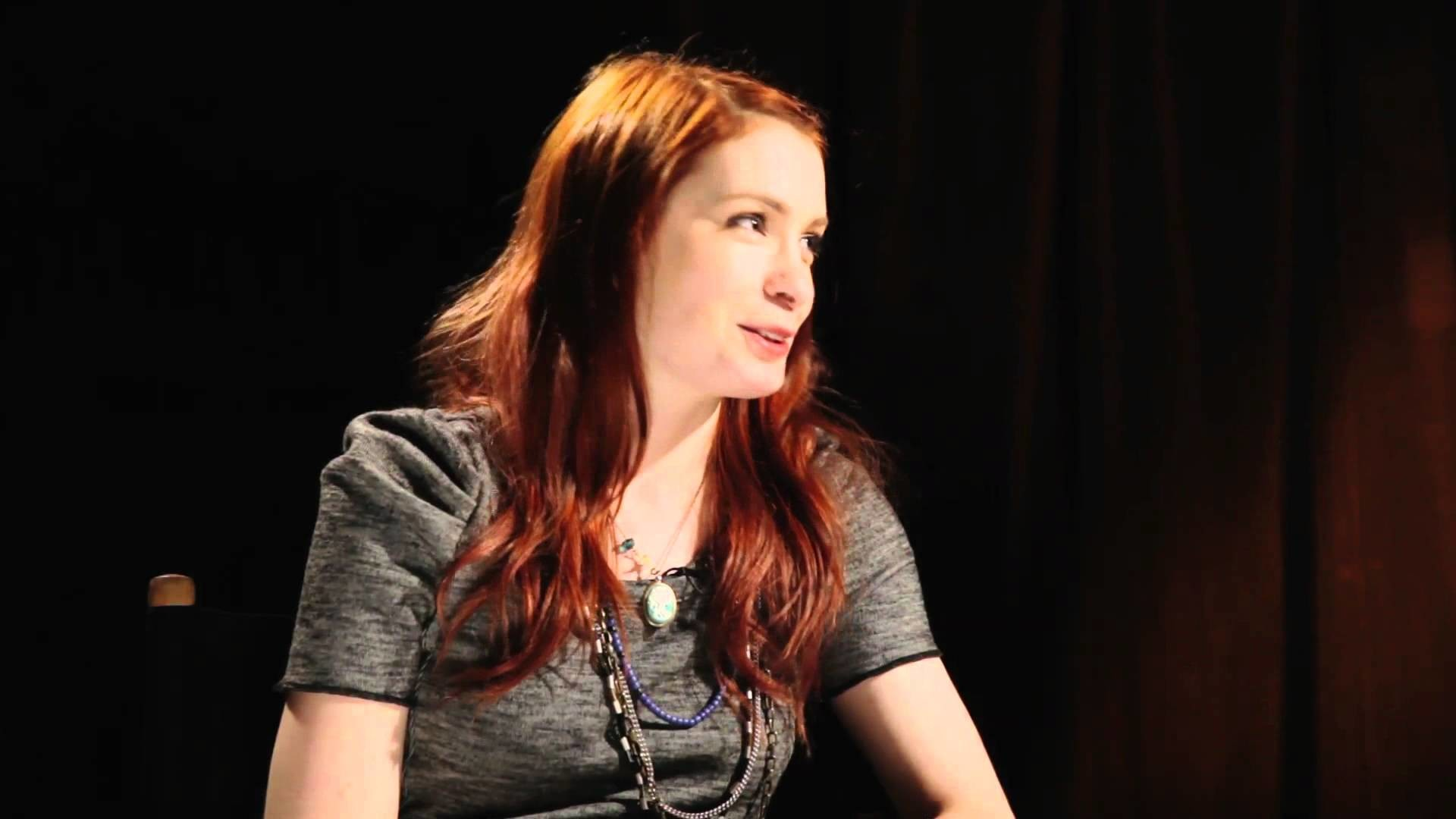 Felicia Day talks Dragon Age II DLC, Mass Effect romances and more – YouTube