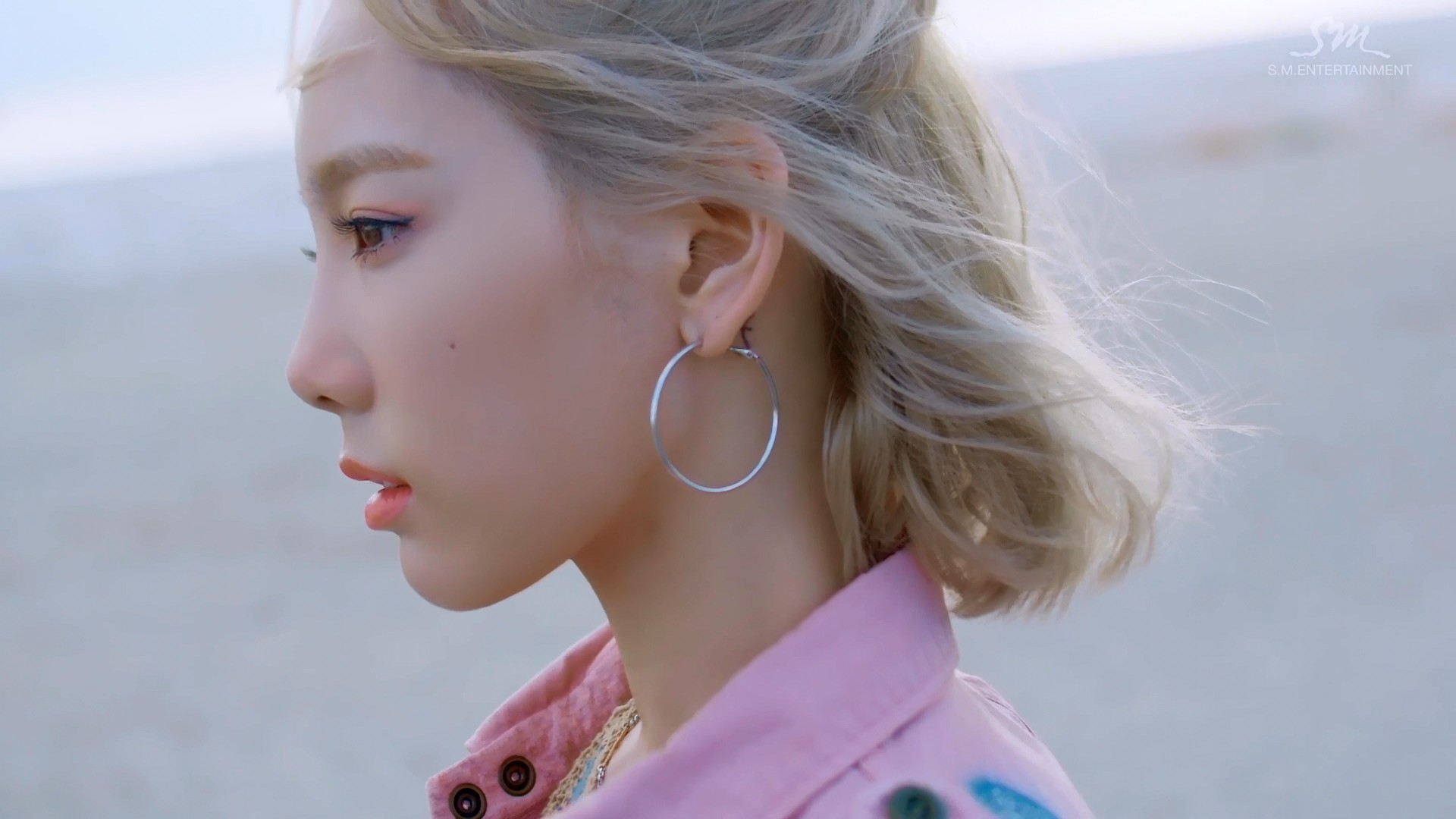 File: [MV] Taeyeon – Why [MelOn HD 1080p] Size: 296 MiB. Hosted: GD + Mega