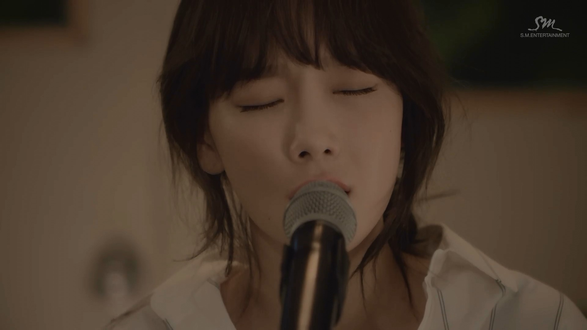 File: [MV] Taeyeon – 11:11 (Live Acoustic Ver.) [Naver HD 1080p] Size: 64  MiB. Hosted: MF + Mega