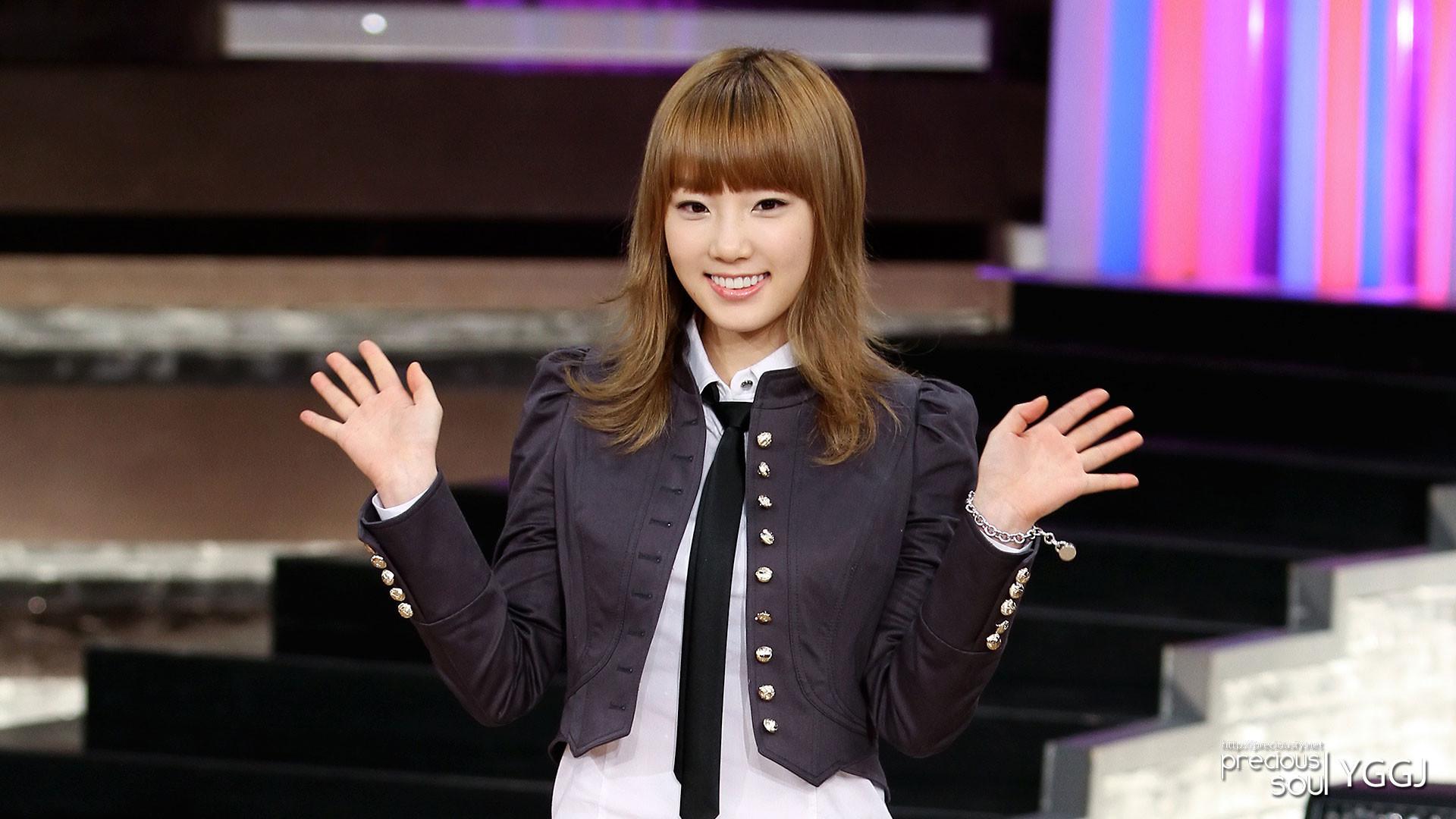 Precious Taeyeon 2010-2011 Wallpapers (8 HD pics)