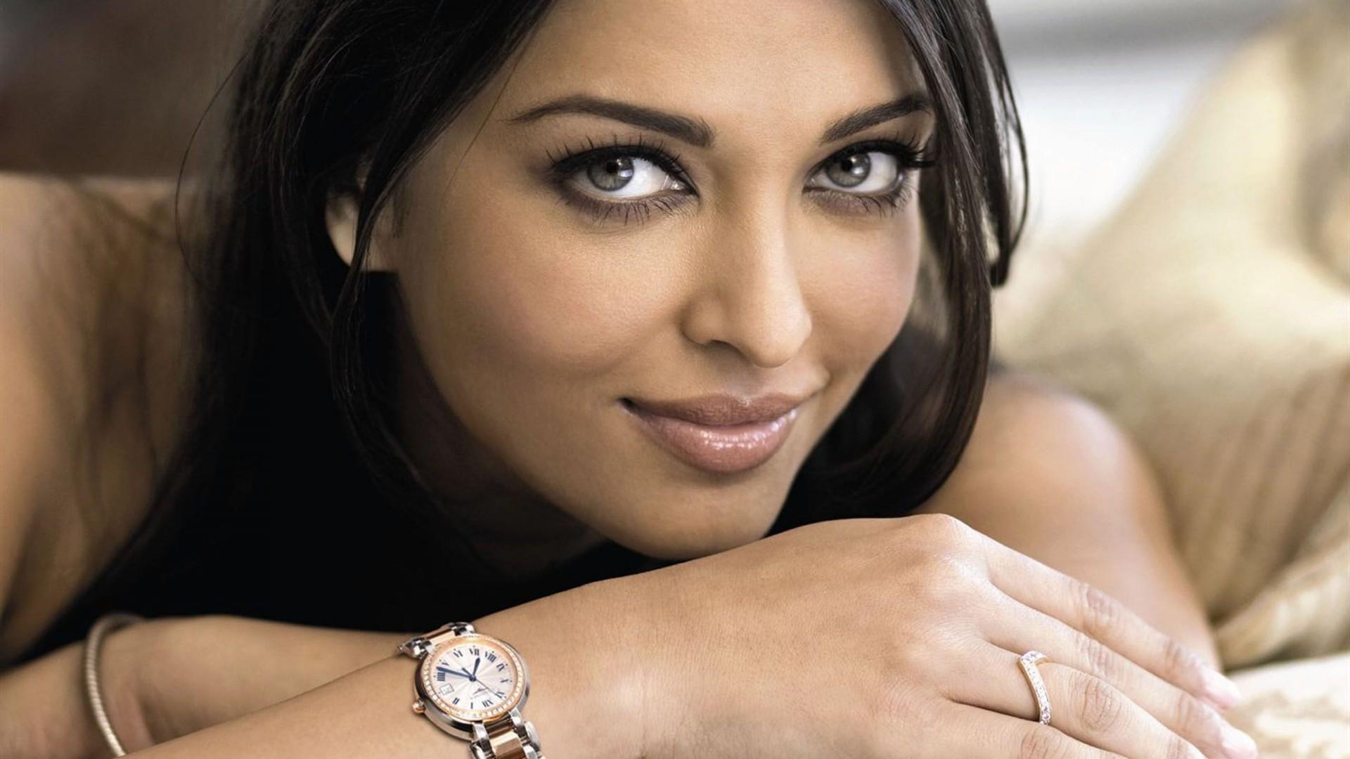Aishwarya Rai Bachchan Wallpaper HD Free Download