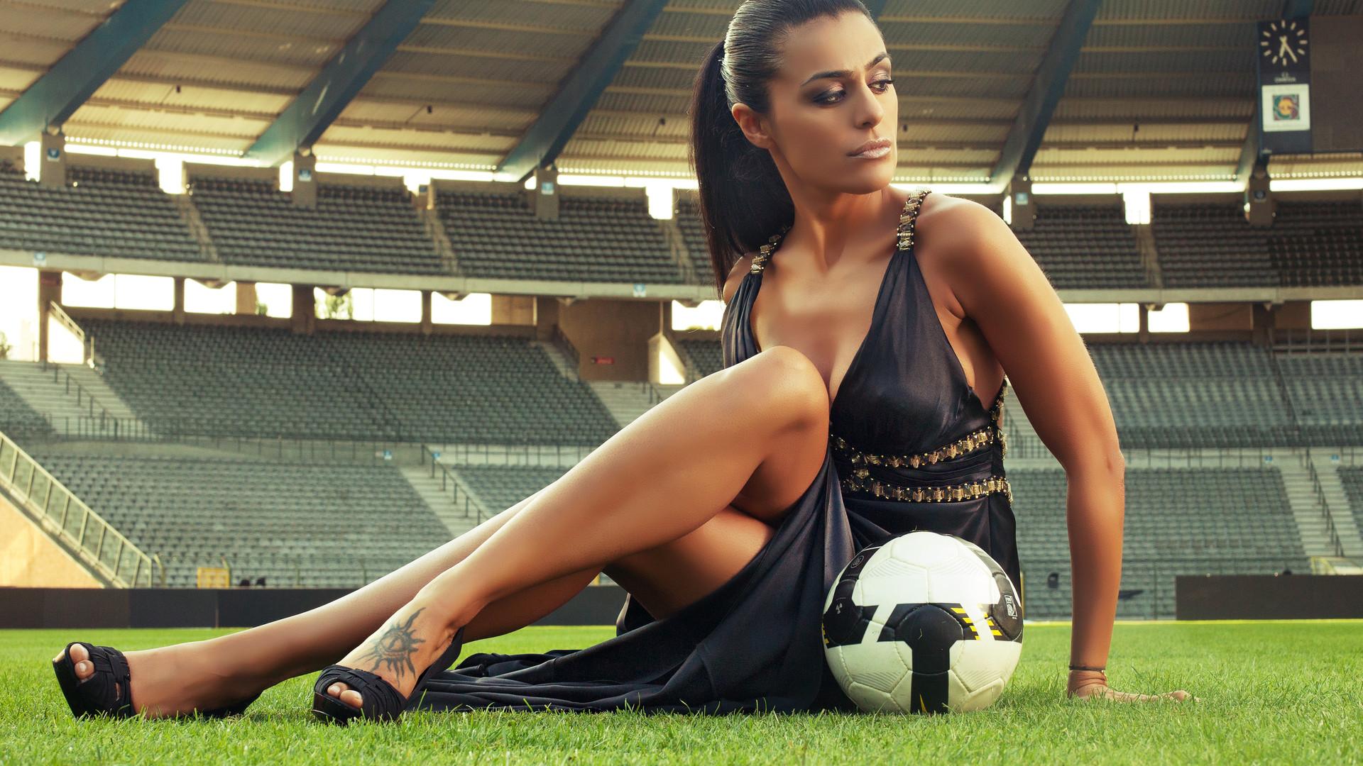 Sports Women Football Desktop Wallpaper