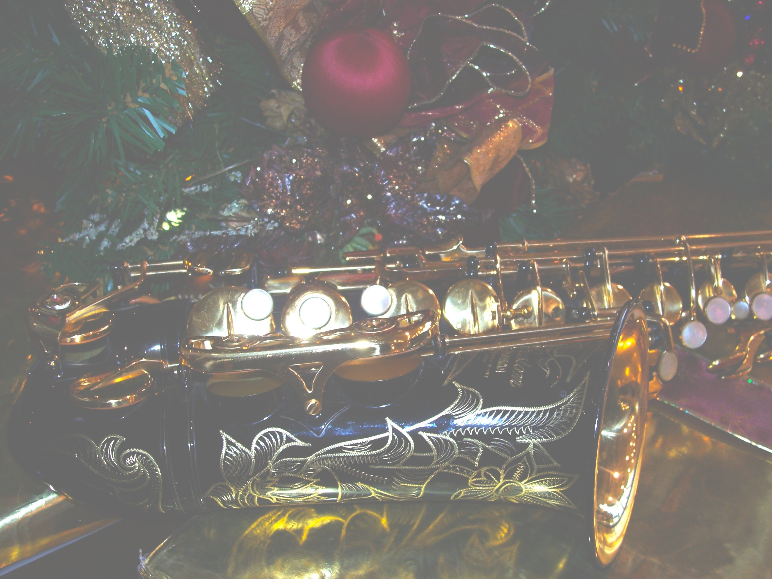 Free Christmas Saxophone Wallpaper / Screensavers – Light Picture – For  Cell Phones – Black Yamaha …