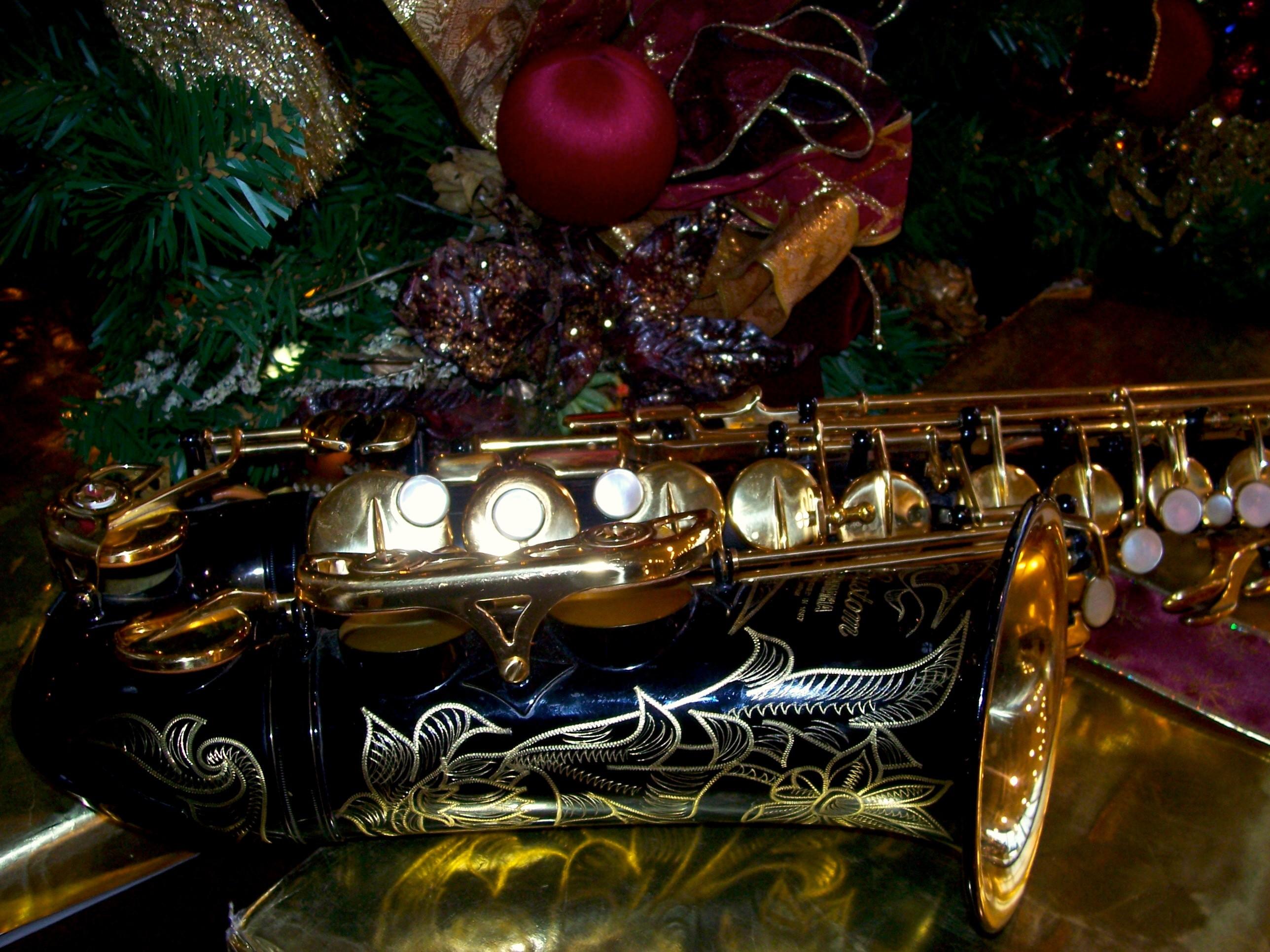 … Free Christmas Saxophone Wallpaper / Screensavers – Dark Picture – For  Cell Phones – Black Yamaha