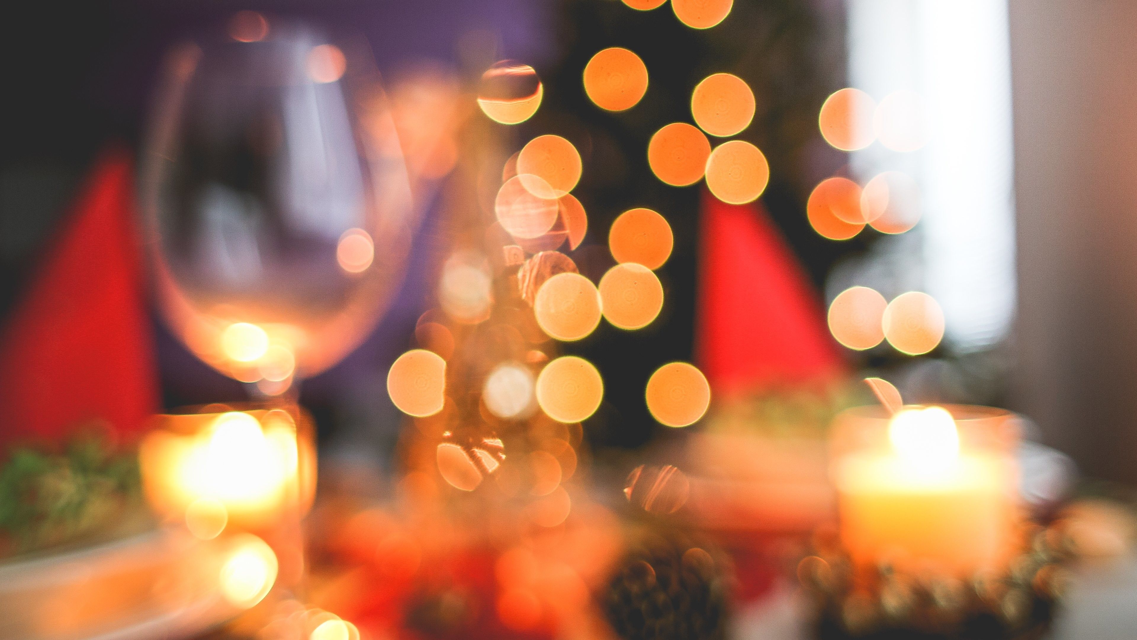 Wallpaper: Blurred Christmas Tree