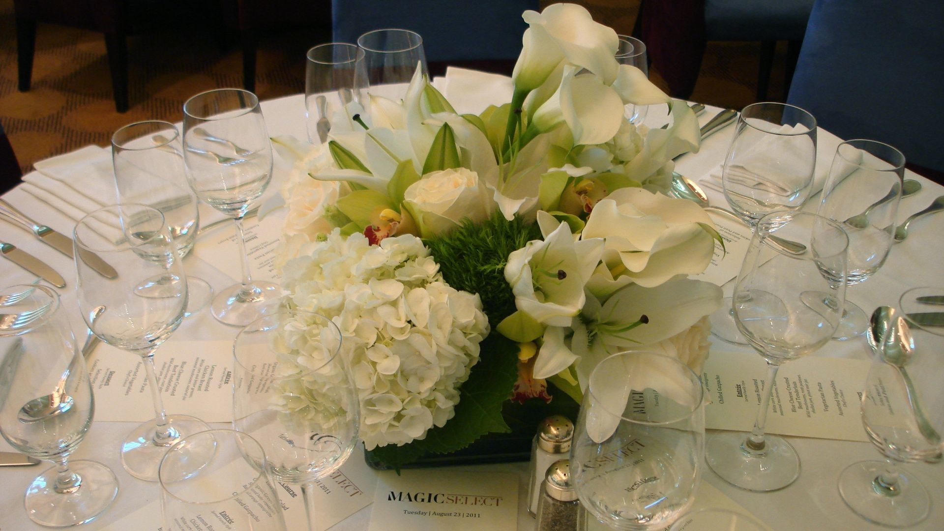 white easter lily centerpiece with hydrangea, cala lilies
