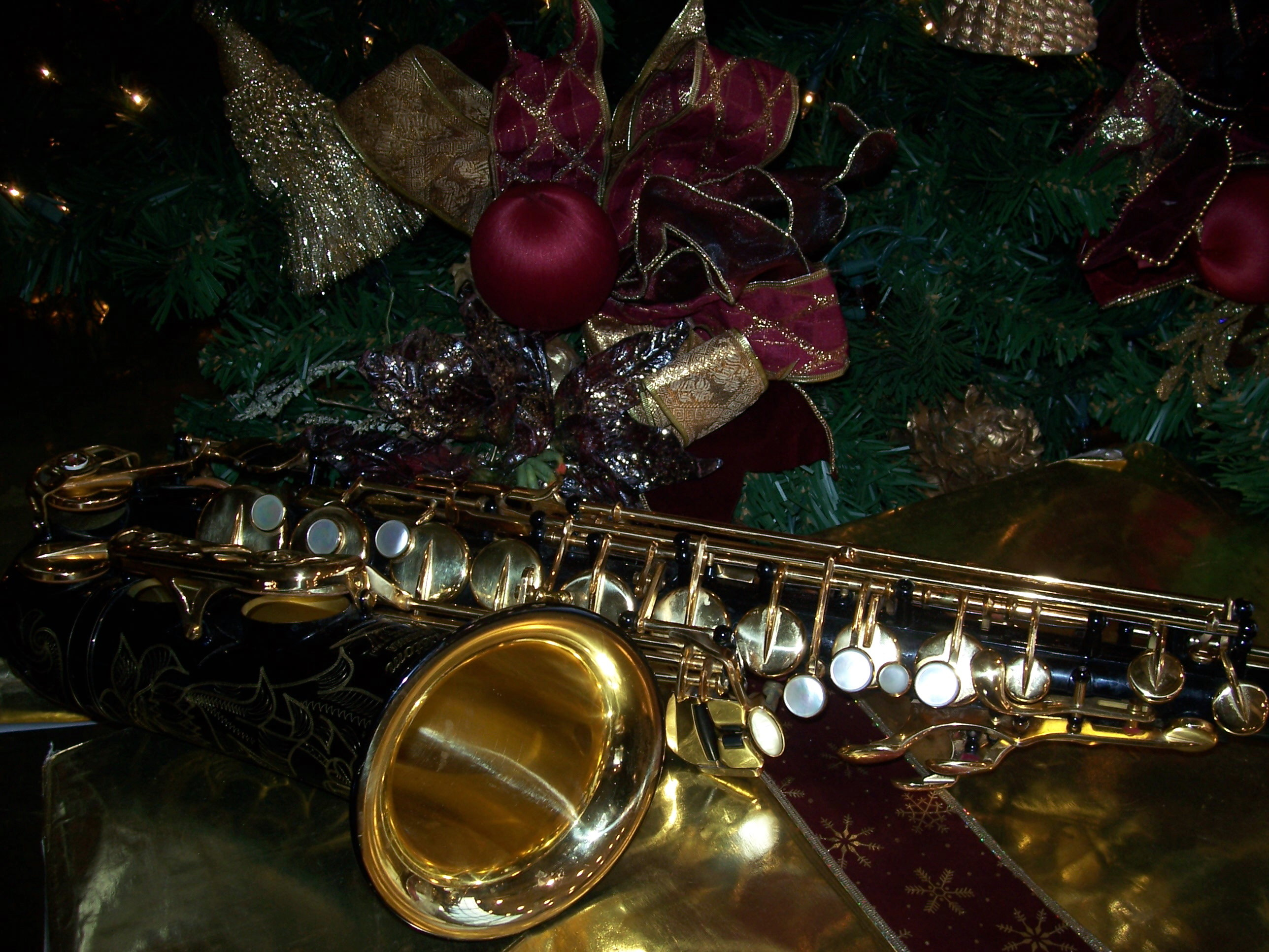 Christmas Alto Saxophone Wallpaper