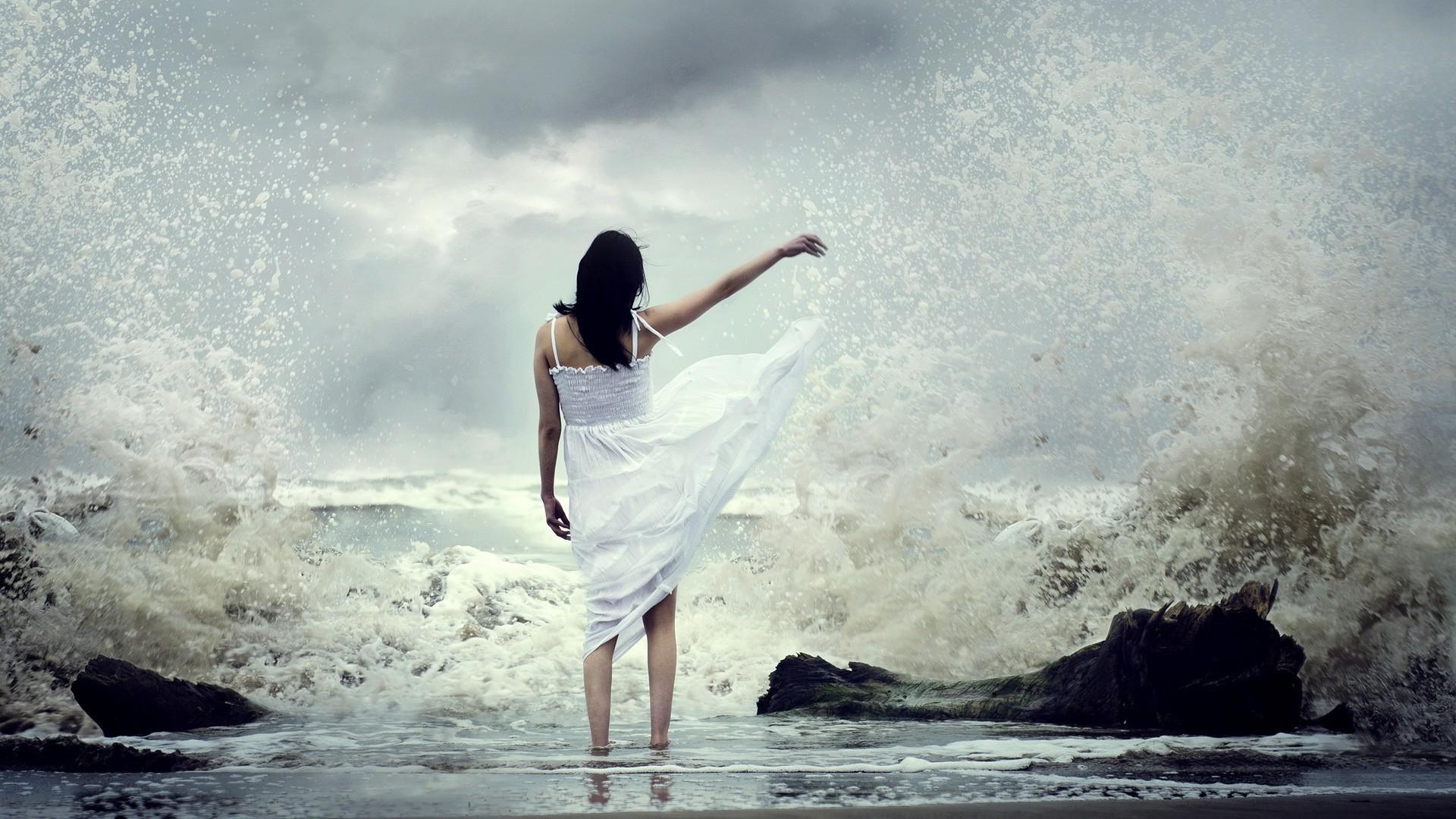 Wallpaper girl, sea, surf, dress, spray