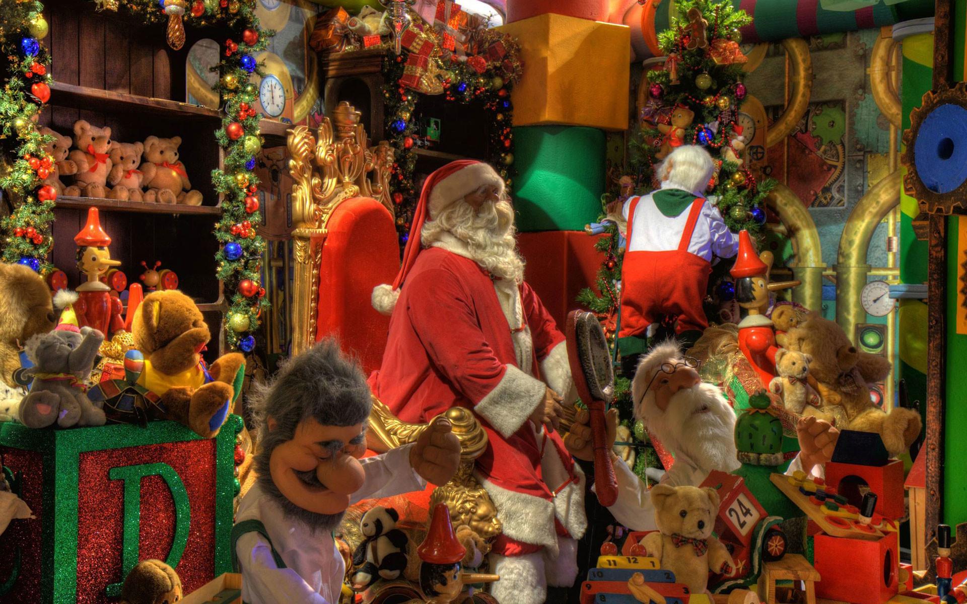 Santa's Christmas Workshop Desktop Wallpaper