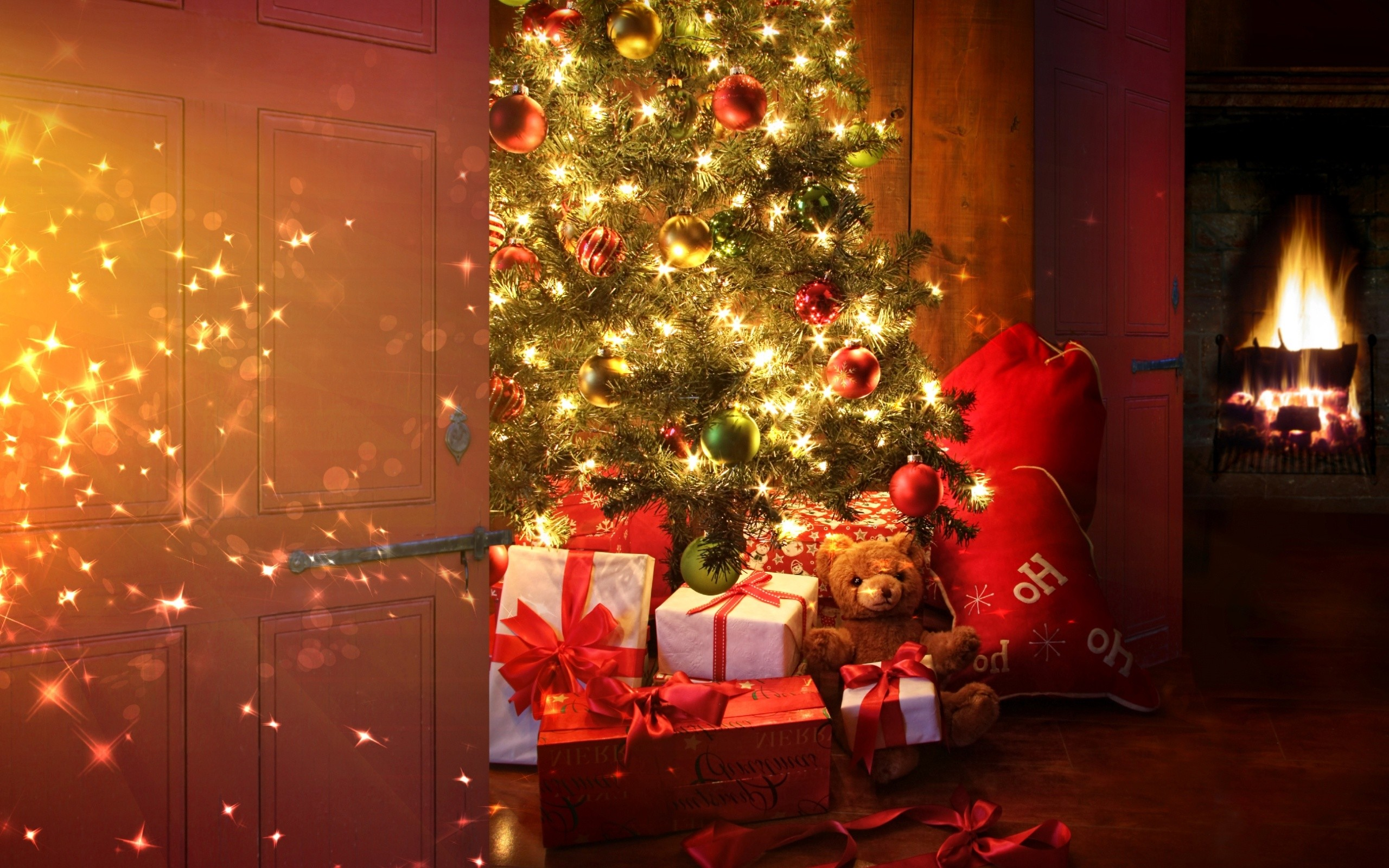 Christmas Tree with Lights and Gifts (click to view)