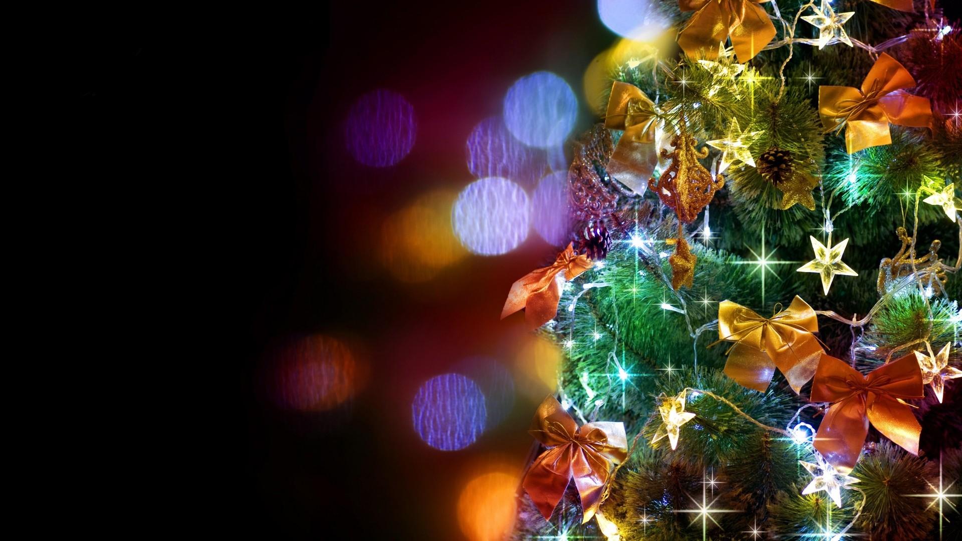… christmas tree, garlands, ornaments