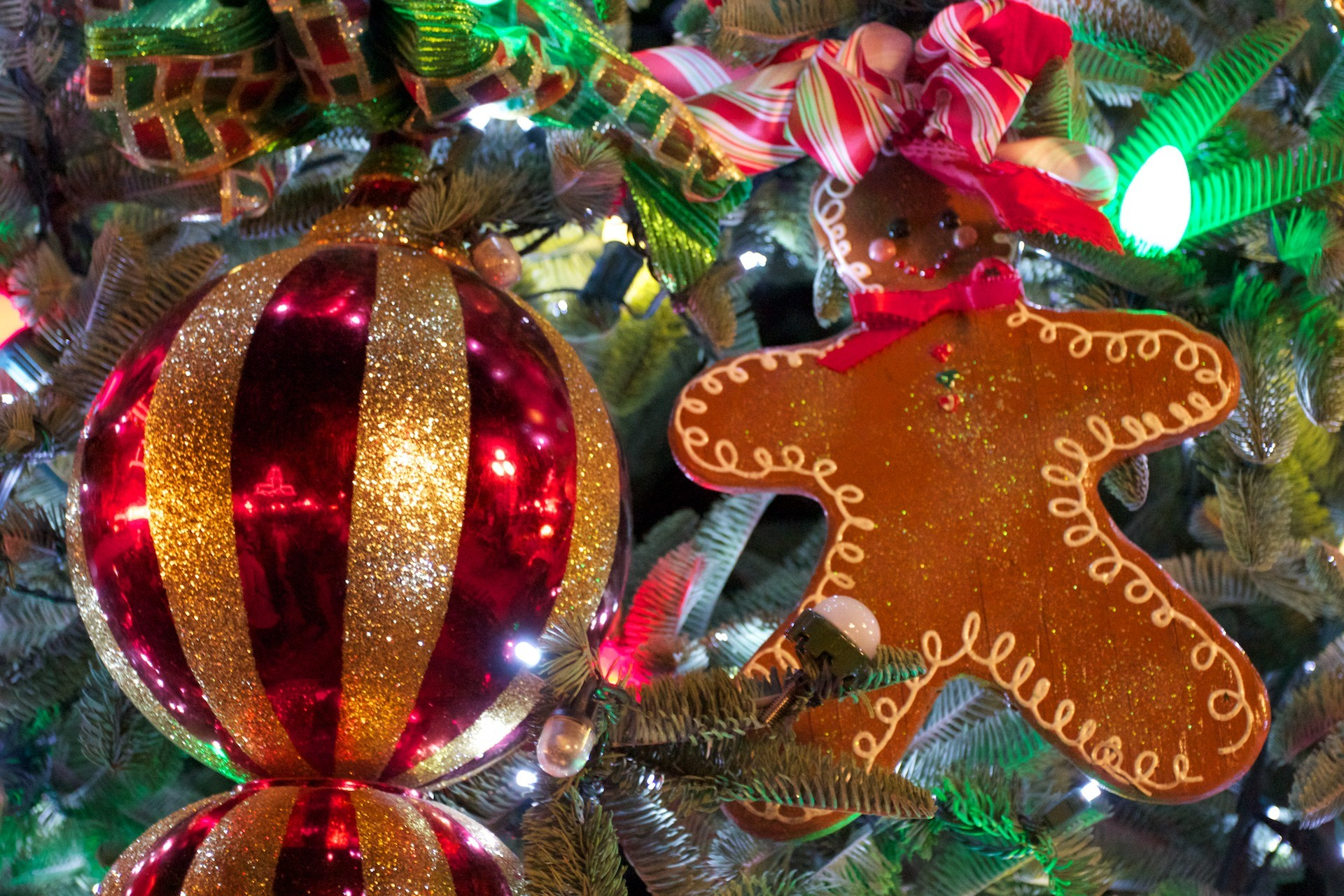 Christmas Tree with Gingerbread Man wallpaper – Click picture for high  resolution HD wallpaper