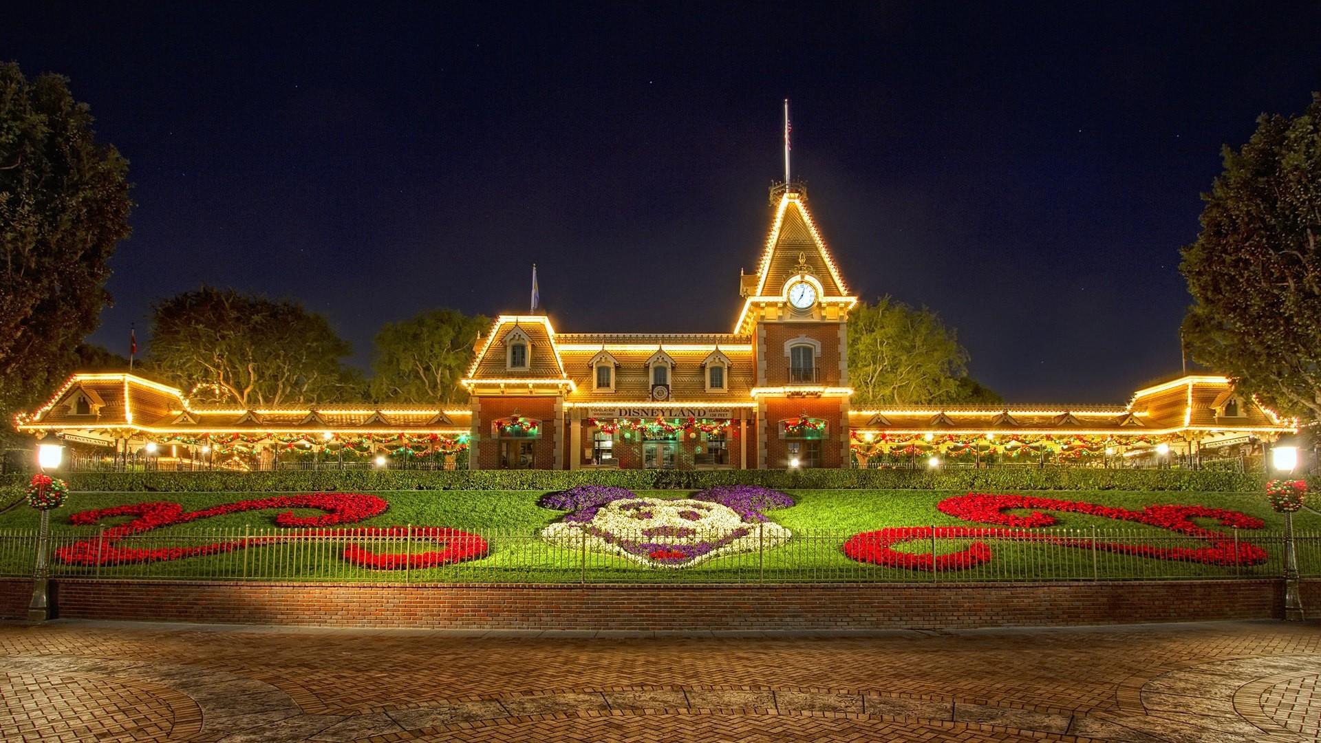 Christmas at Disneyland desktop PC and Mac wallpaper