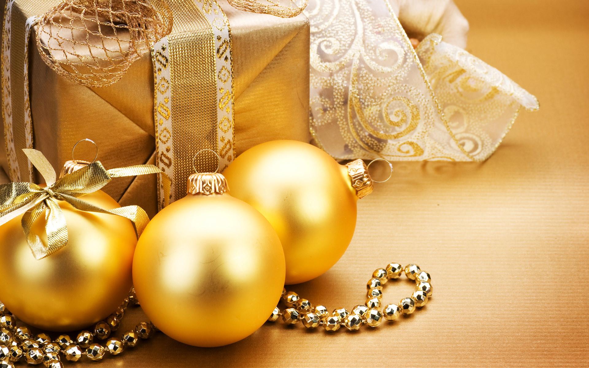 golden_christmas_balls_and_gifts_001011 · Golden Christmas