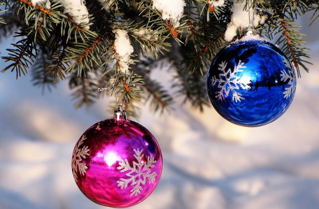 Wallpaper Christmas decorations, Balloons, Blue, Pink, Spruce, Snow