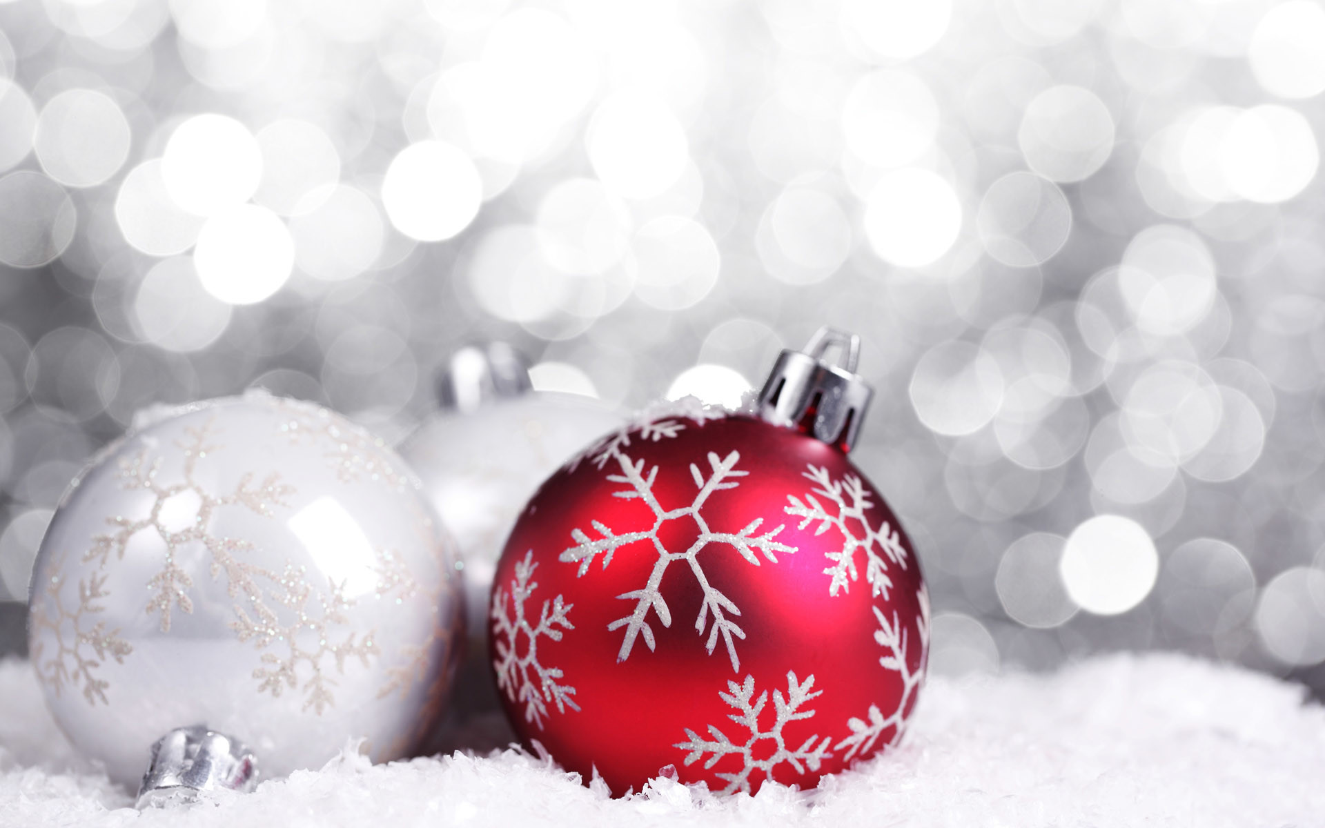 red_and_white_christmas_baubles