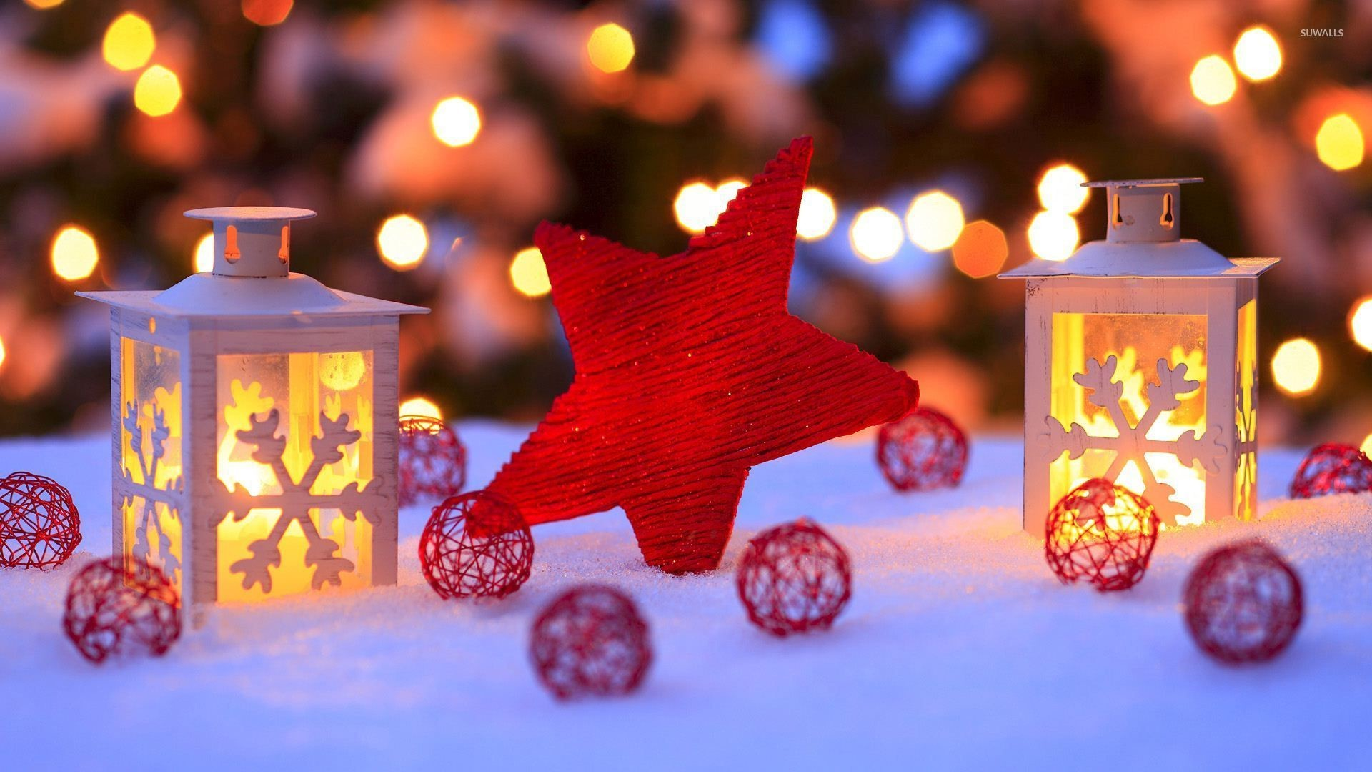 Red star in the snow by the candles wallpaper