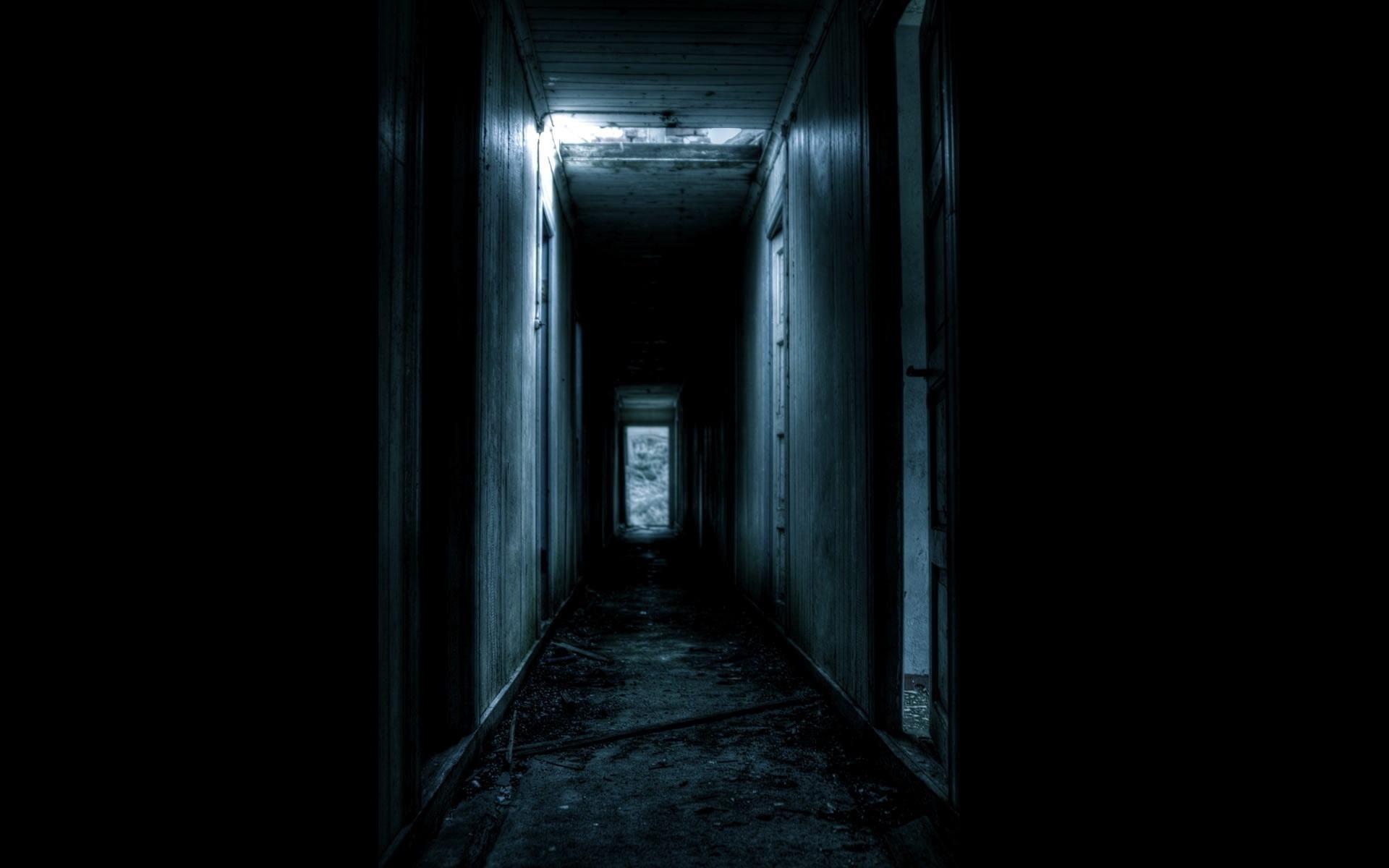 creepy, Hallway