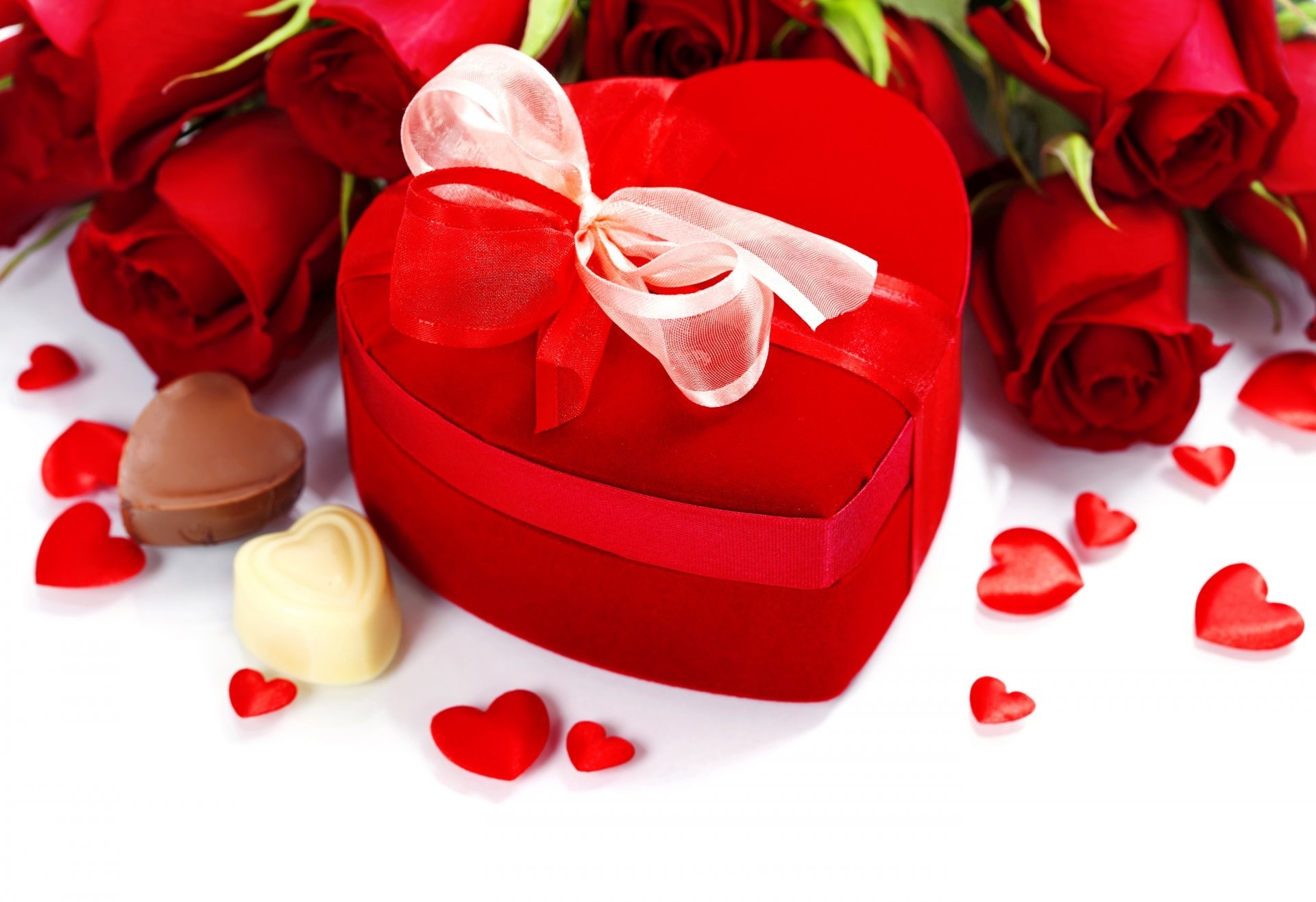 valentine's day love heart romantic roses roses bouquet heart present candy  chocolate