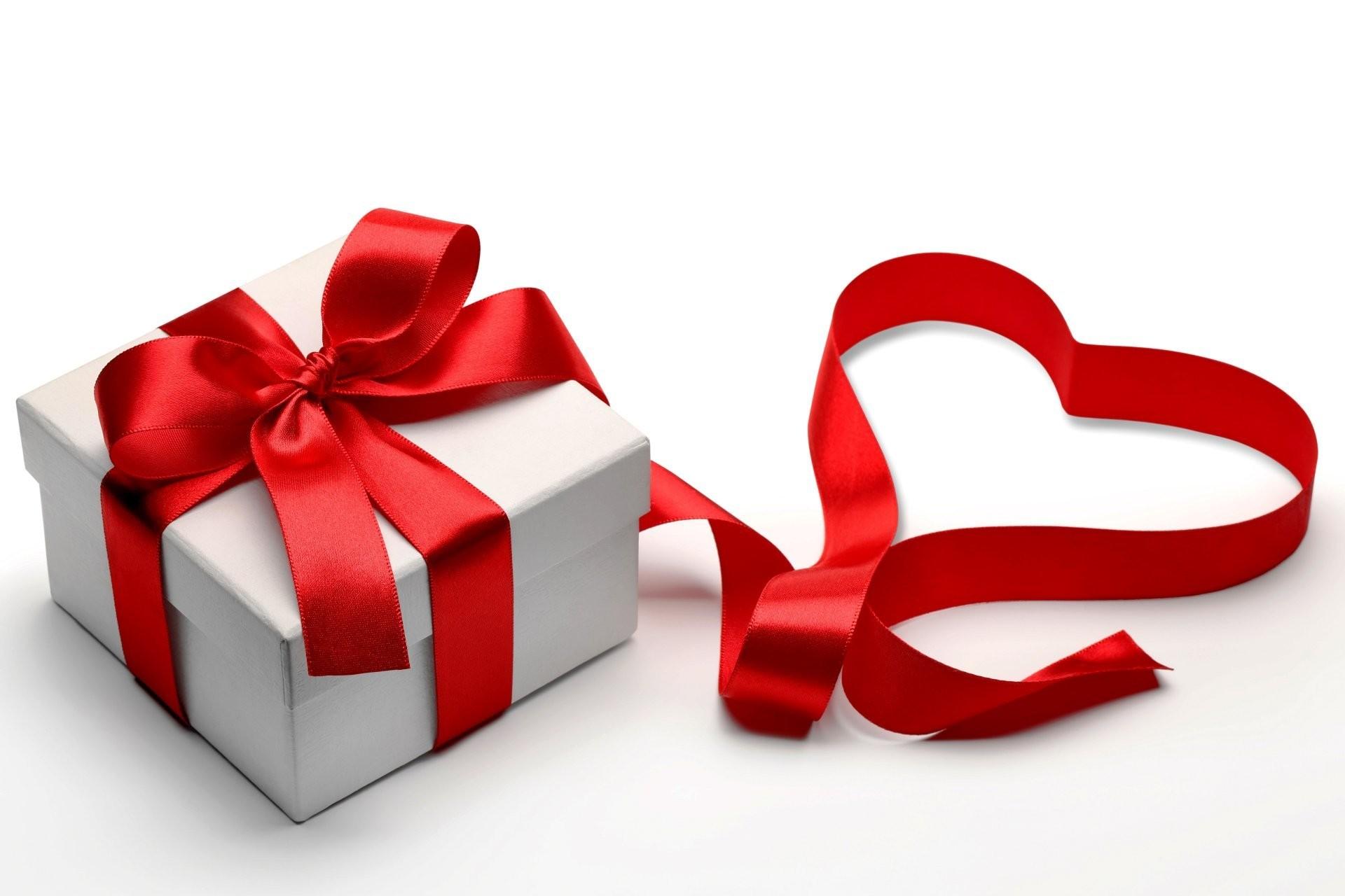 valentine's day romantic heart gift love box heart present belt bow
