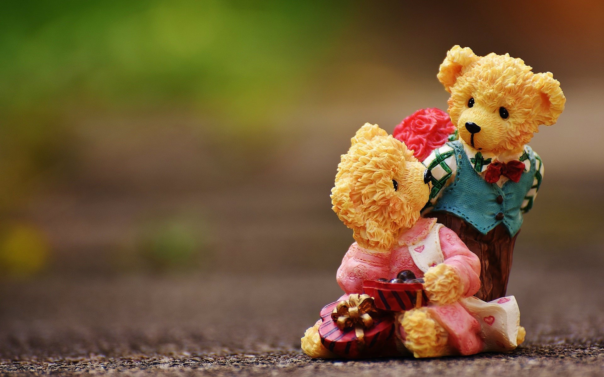 teddy-bears-on-the-road-street-wallpapers