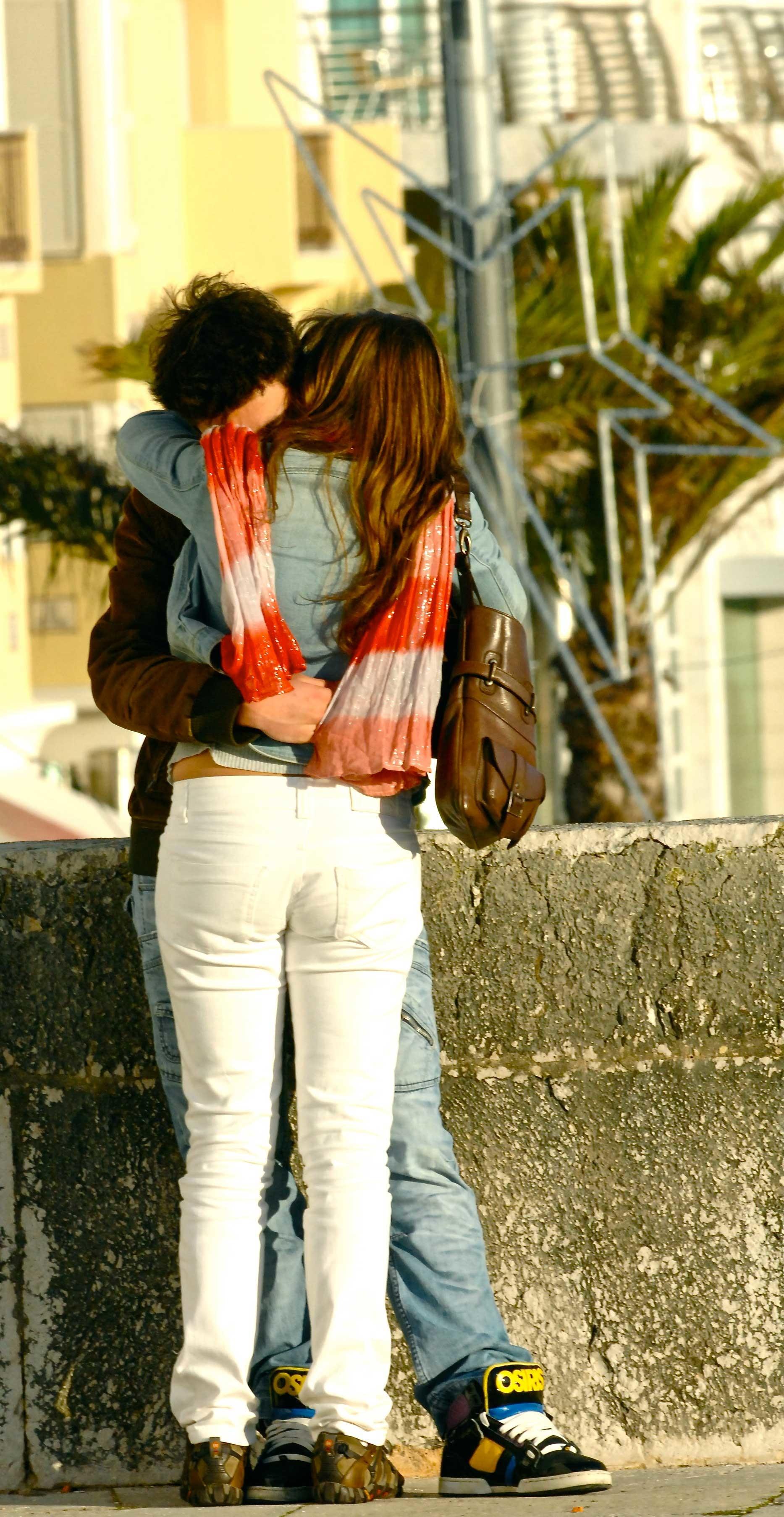 kissing pictures romantic couples