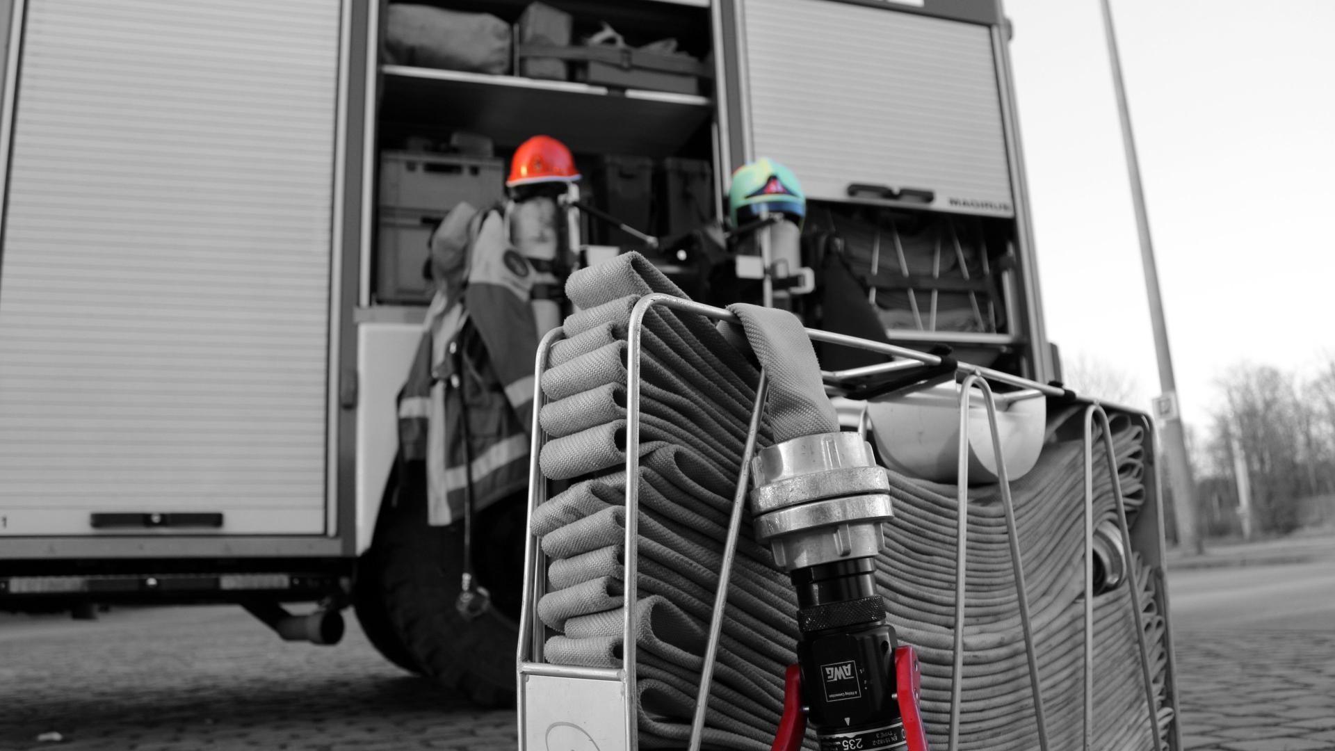Water lights fire trucks firefighter phone wallpaper | (57227)