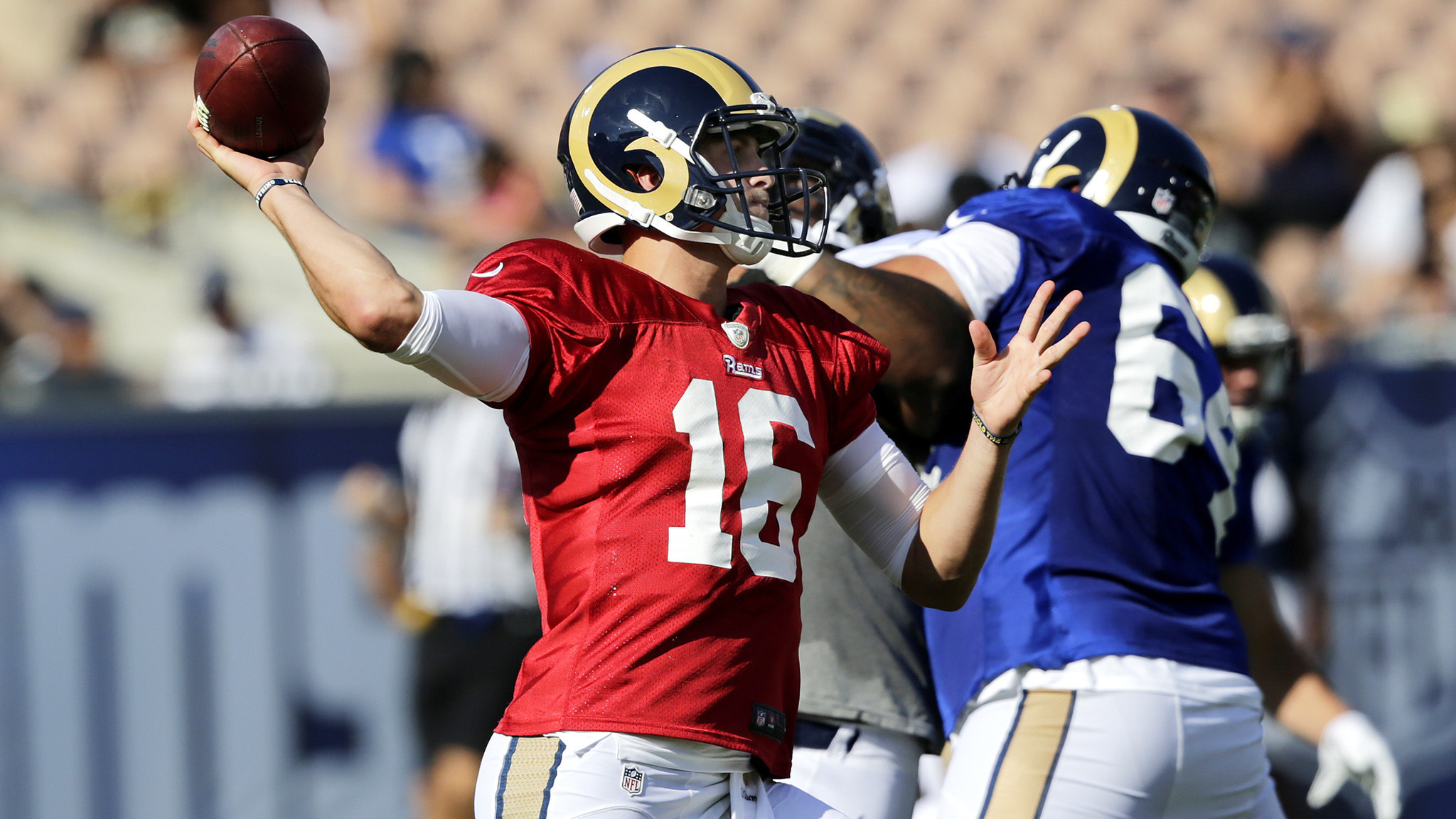 Jared Goff continues to make progress during Rams scrimmage at the Coliseum  – LA Times