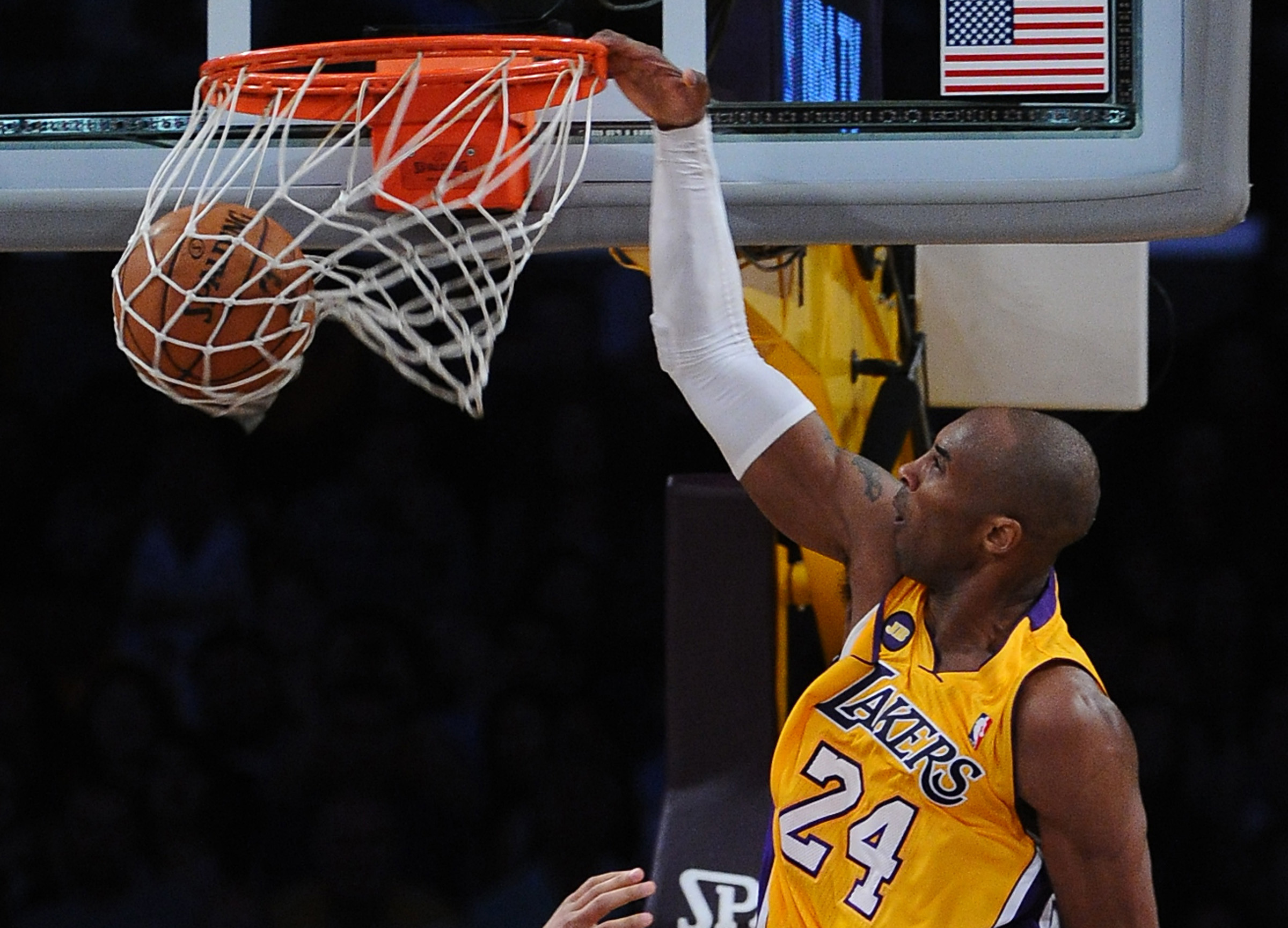 Kobe Bryant 2014 Dunk Hd Images 3 HD Wallpapers