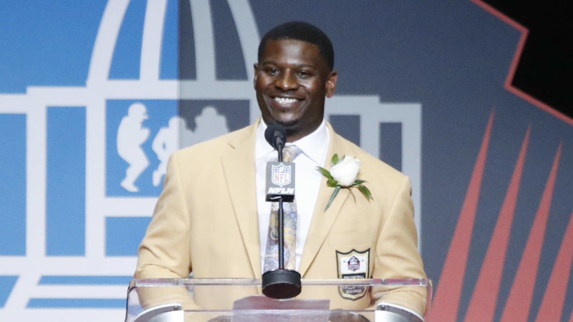 LaDainian Tomlinson issues passionate message of unity   NFL   Sporting News